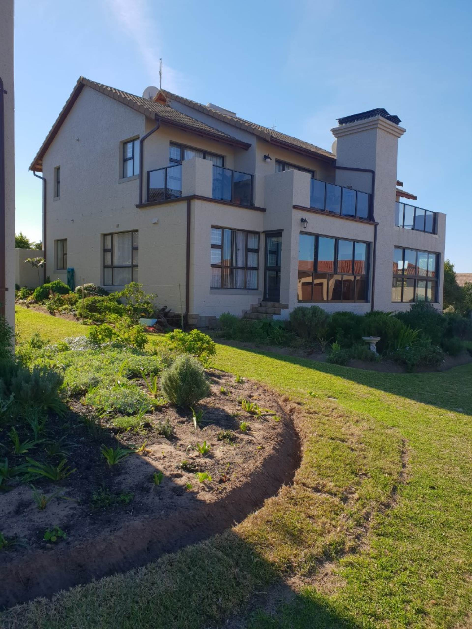 3 BedroomTownhouse For Sale In Mossel Bay Golf Estate