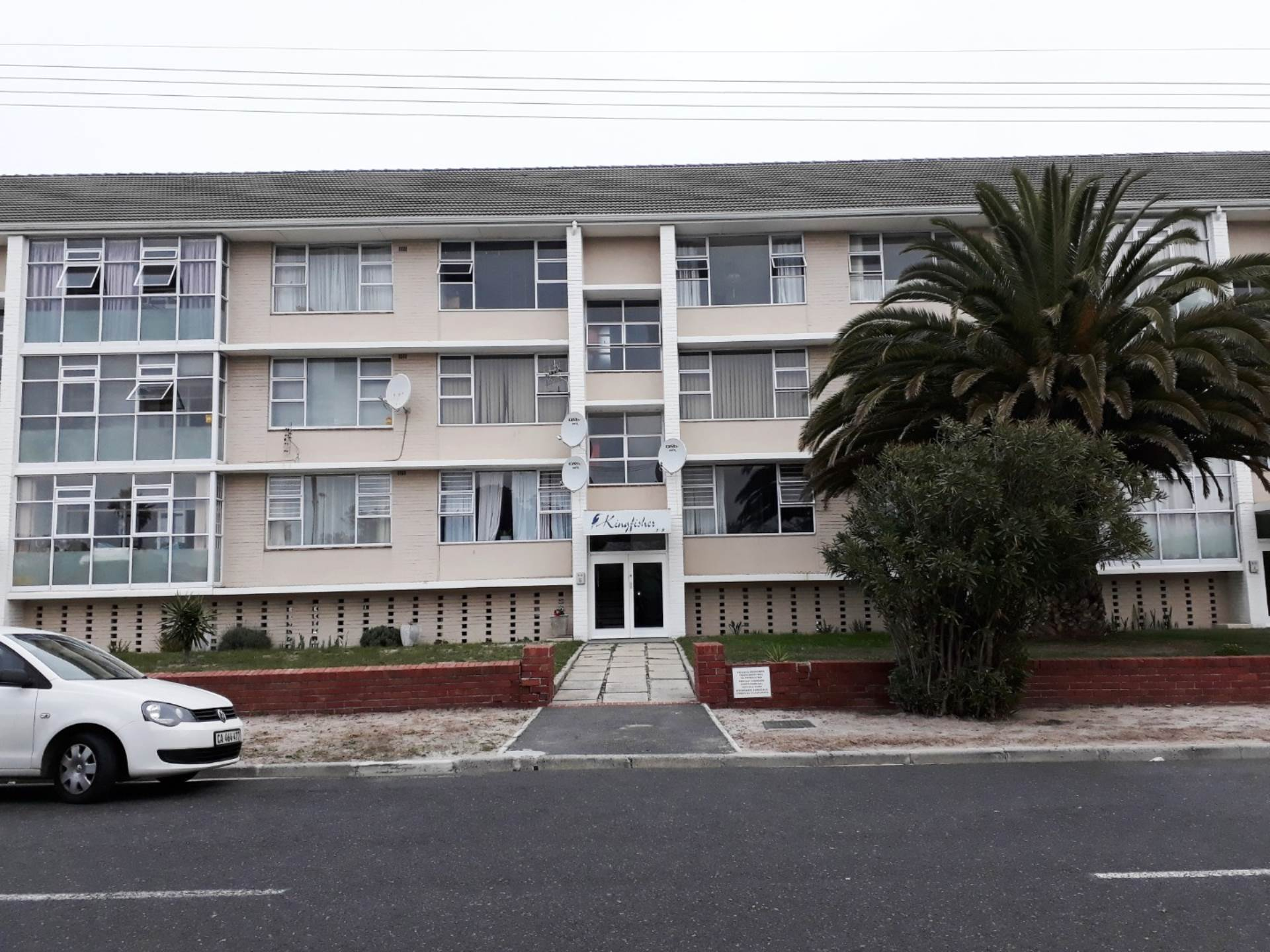 Property and Houses for sale in Milnerton, Apartment, 2 Bedrooms - ZAR 1,449,000