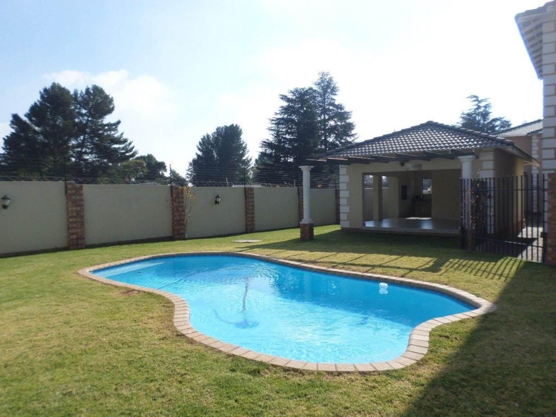 3 BedroomTownhouse To Rent In Rynfield
