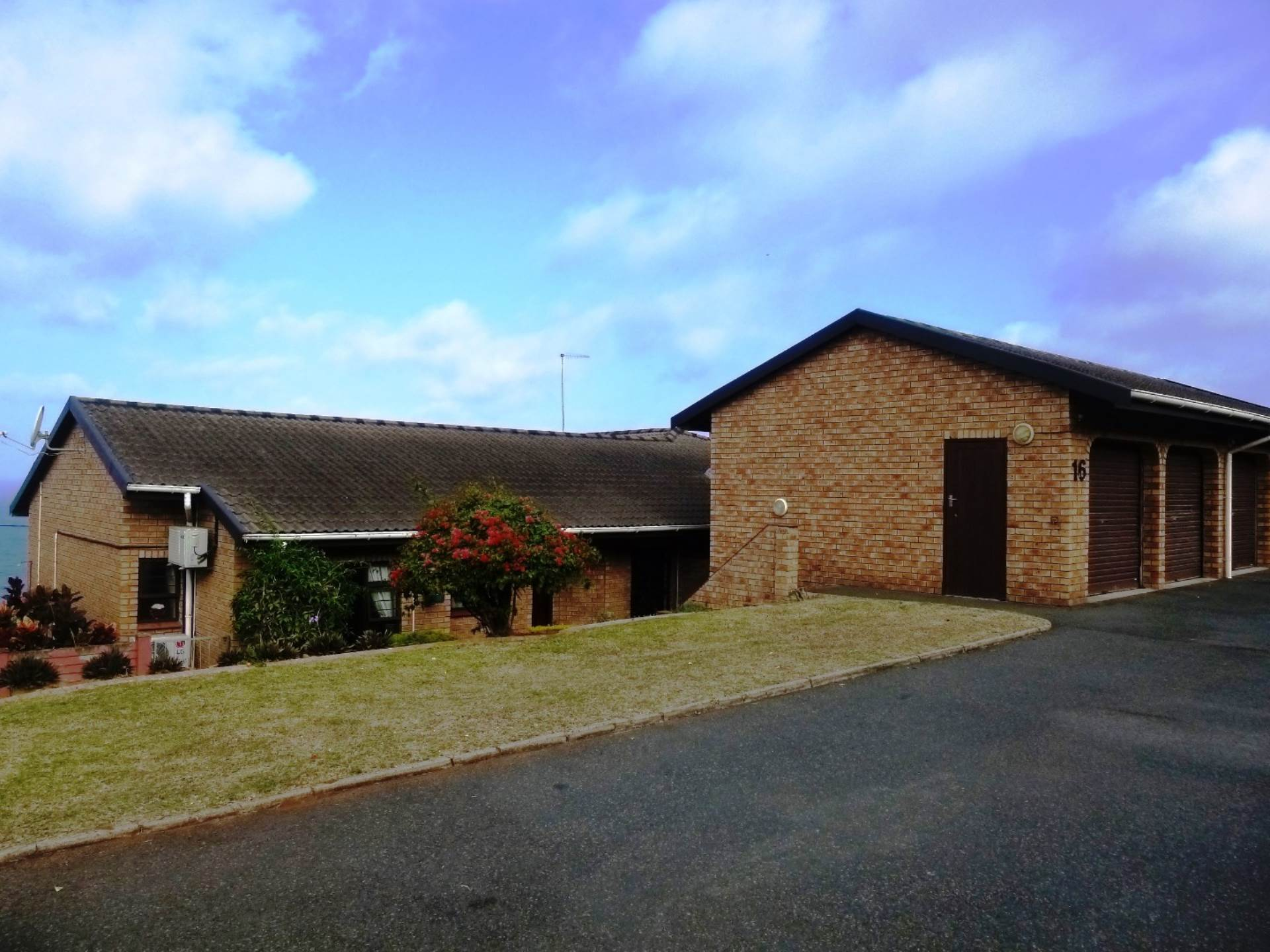 2 BedroomTownhouse For Sale In Athlone Park