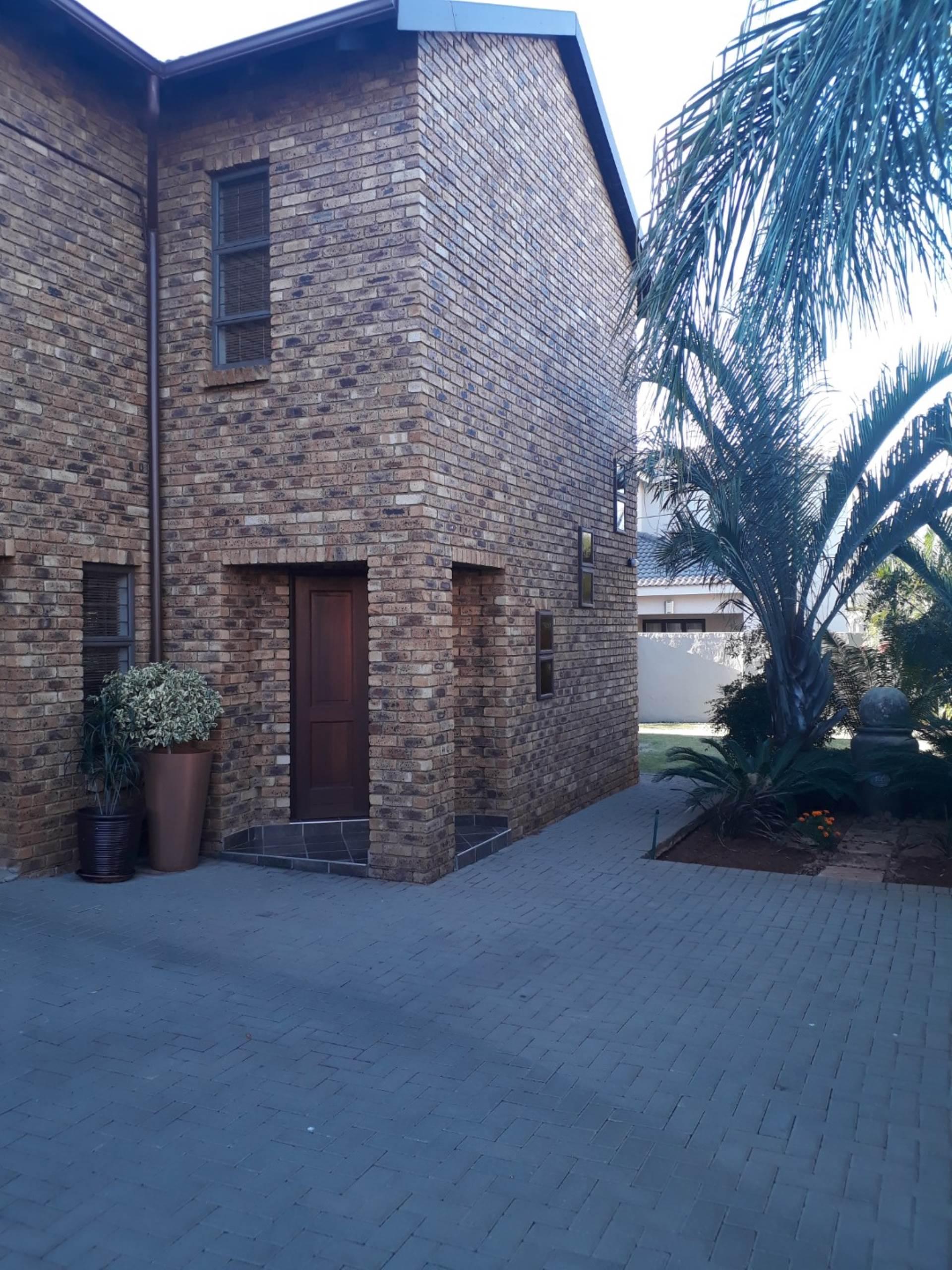 , House, 3 Bedrooms - ZAR 2,200,000