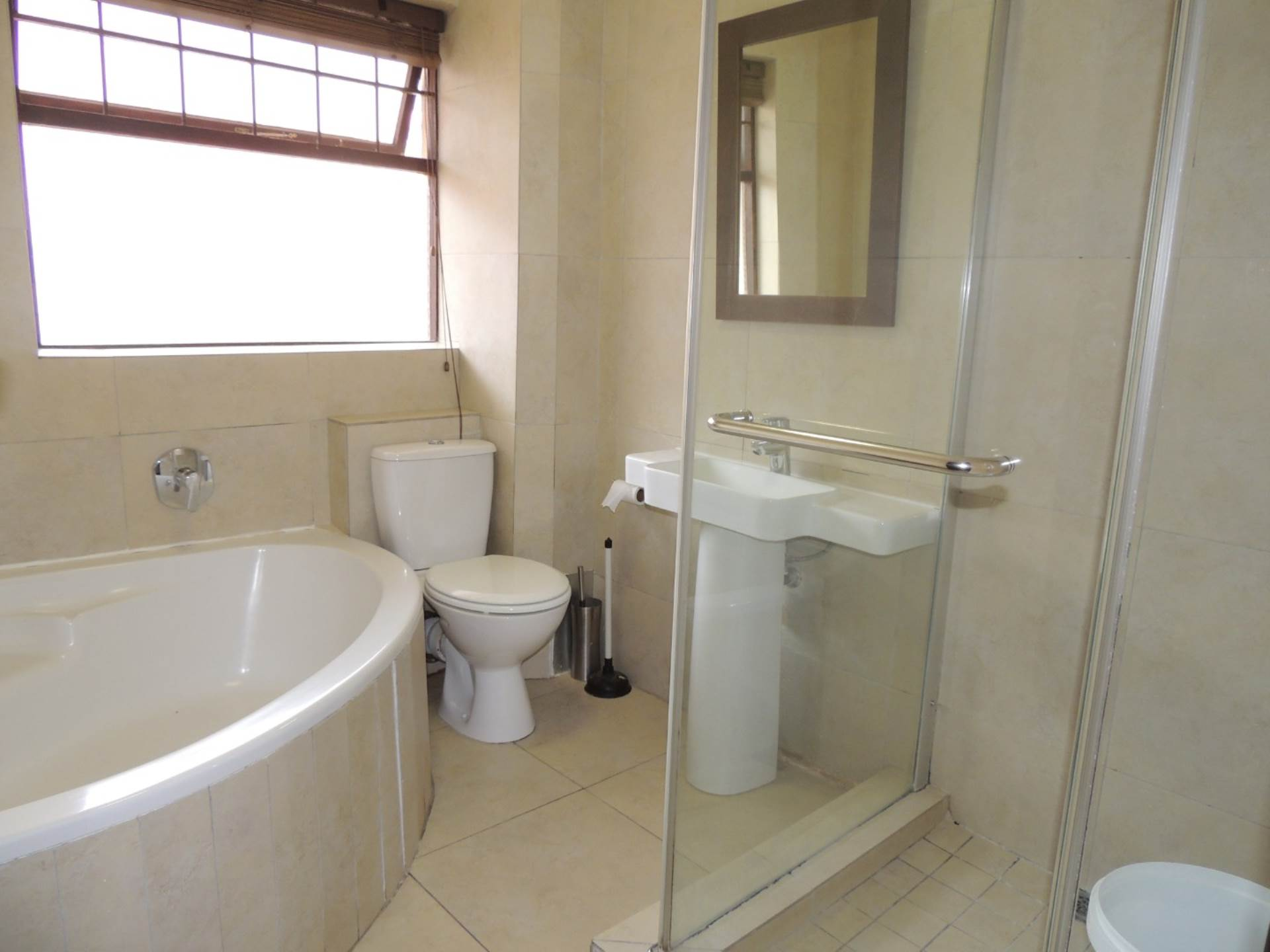 Sea Point property to rent. Ref No: 13583669. Picture no 11