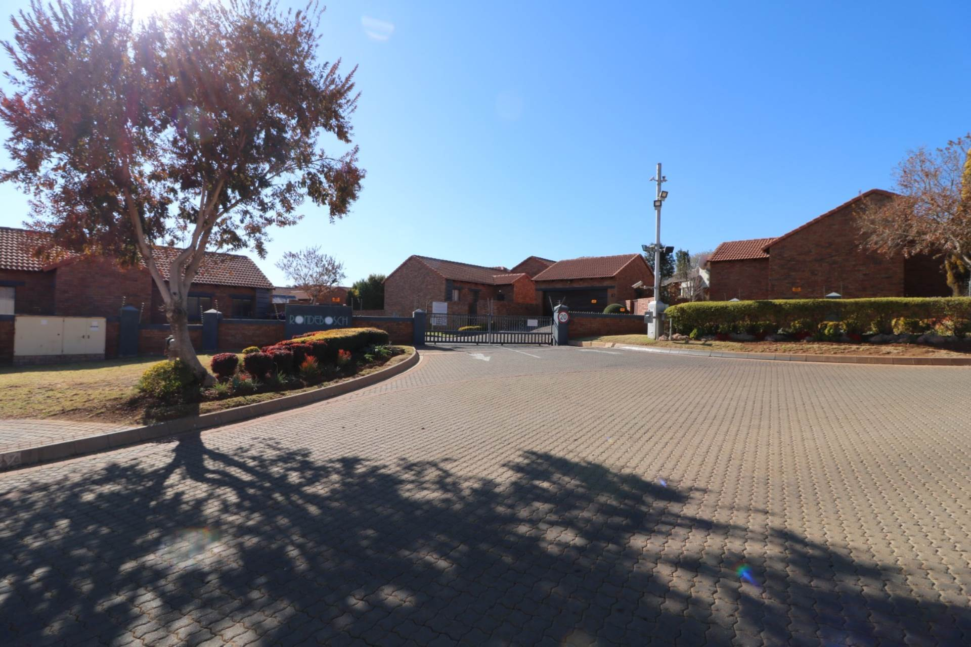 Property and Houses for sale in Mooikloof Ridge, Townhouse, 2 Bedrooms - ZAR 1,149,000