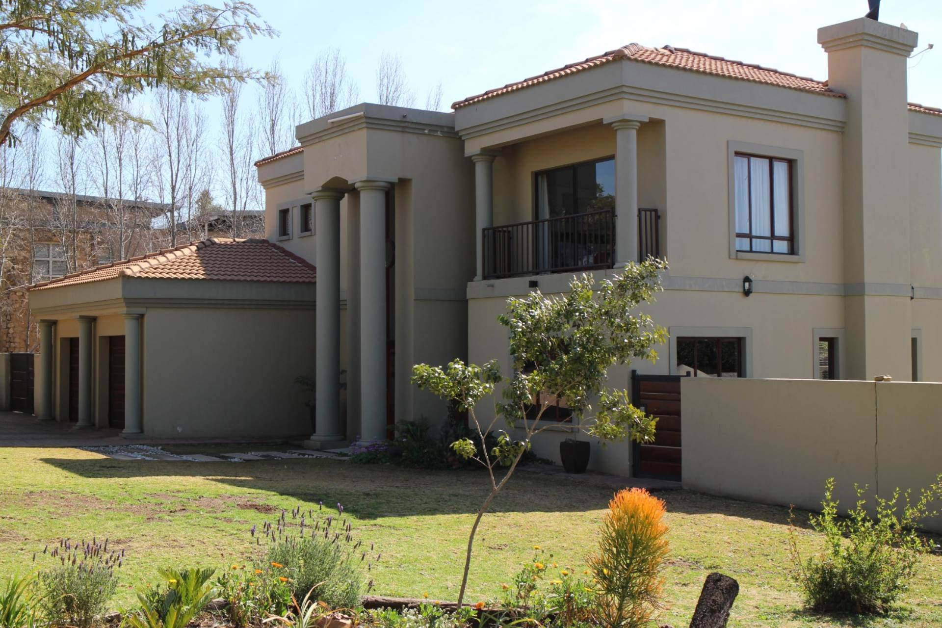 Property and Houses for sale in Six Fountains Residential Estate, House, 4 Bedrooms - ZAR 2,600,000