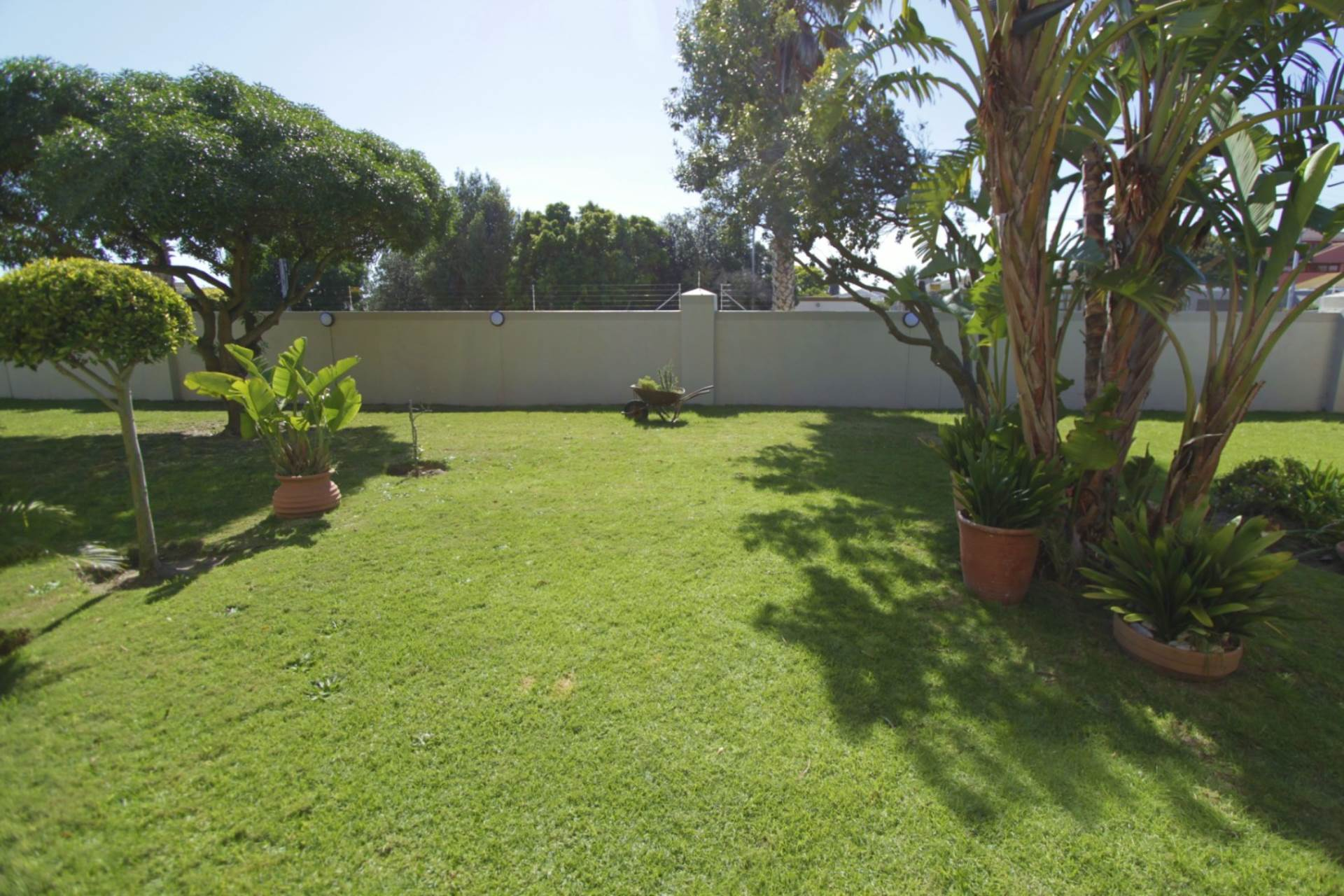 Property and Houses for sale in Milnerton, Apartment, 2 Bedrooms - ZAR 1,985,000