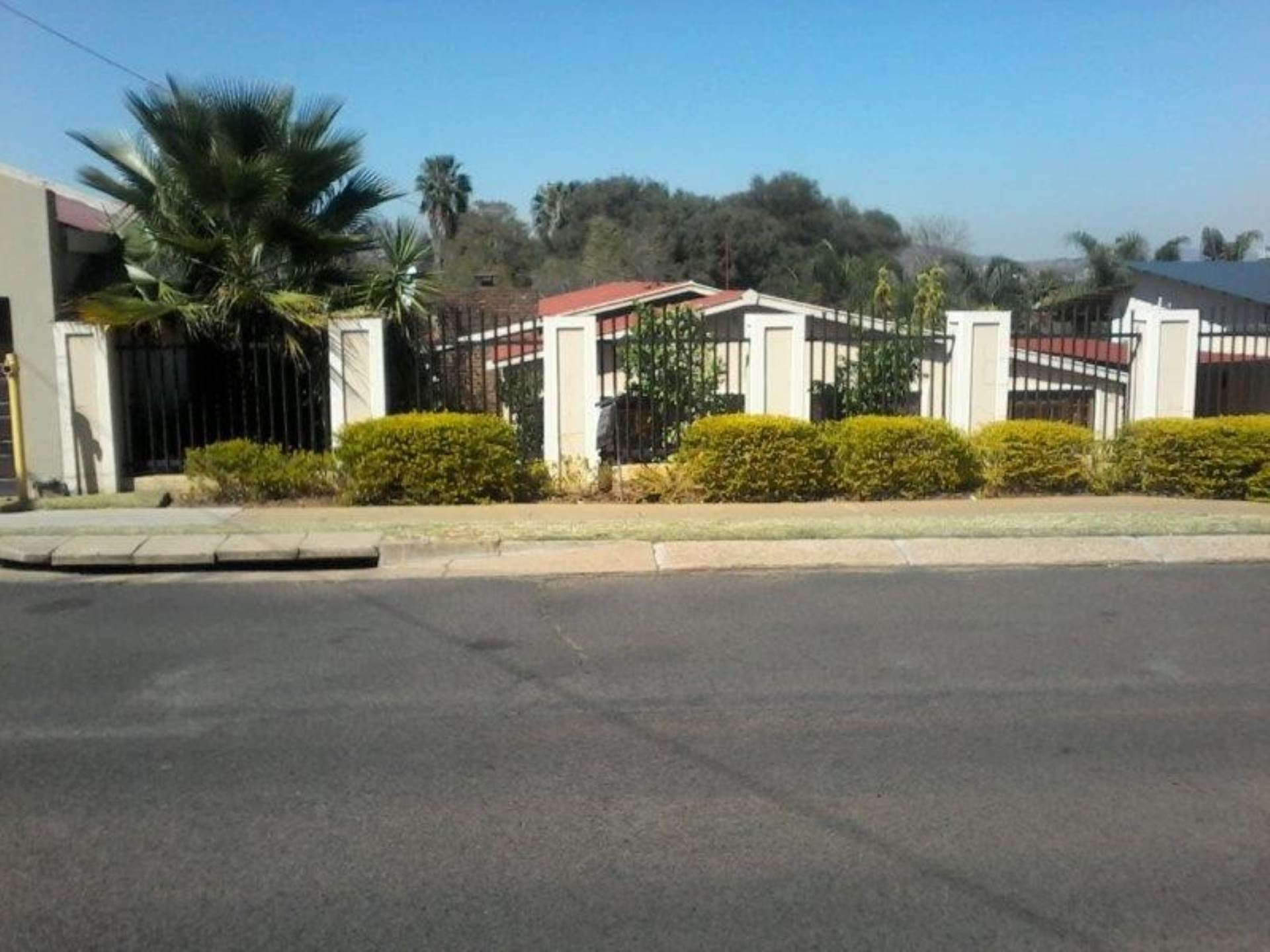 Property and Houses for sale in Rietfontein, House, 3 Bedrooms - ZAR 1,750,000