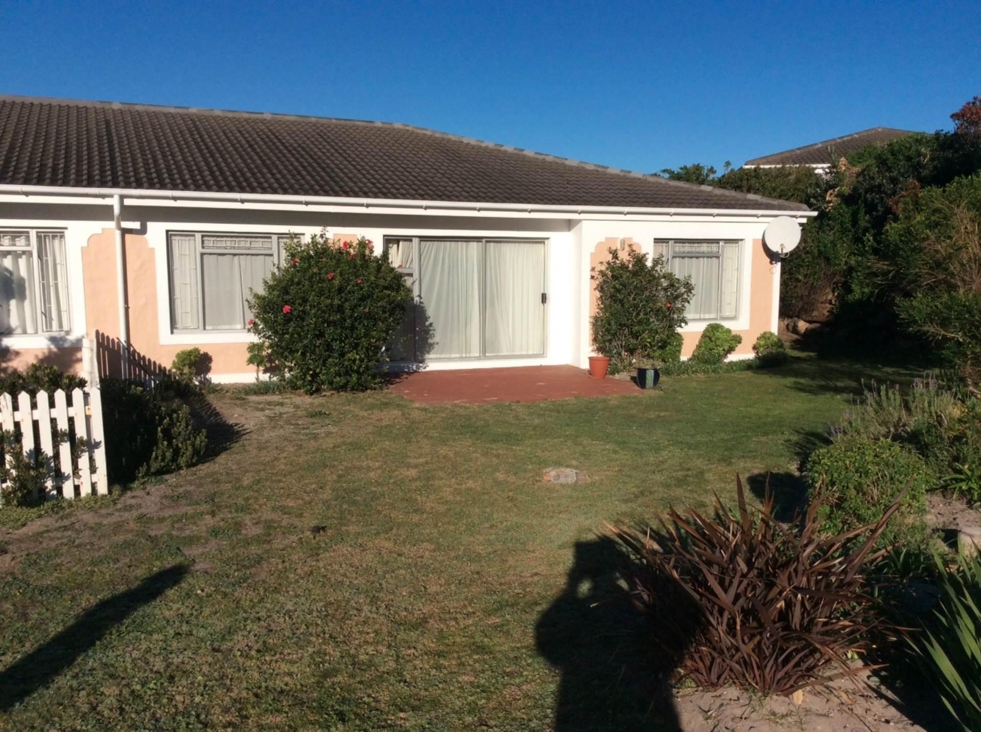 Property and Houses for sale in Noordhoek (All), Retirement Village, 2 Bedrooms - ZAR 2,800,000