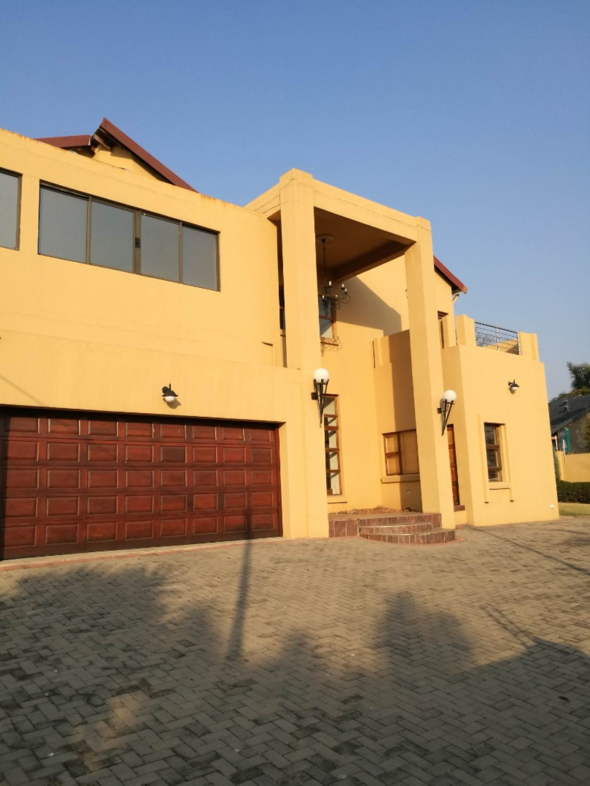 Property and Houses for sale in Elarduspark Ext 1, House, 6 Bedrooms - ZAR 2,550,000