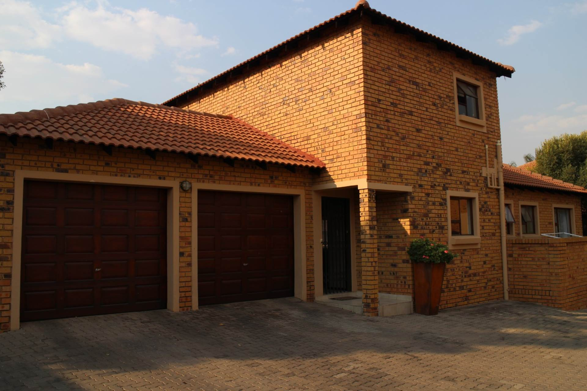 , Townhouse, 3 Bedrooms - ZAR 1,550,000
