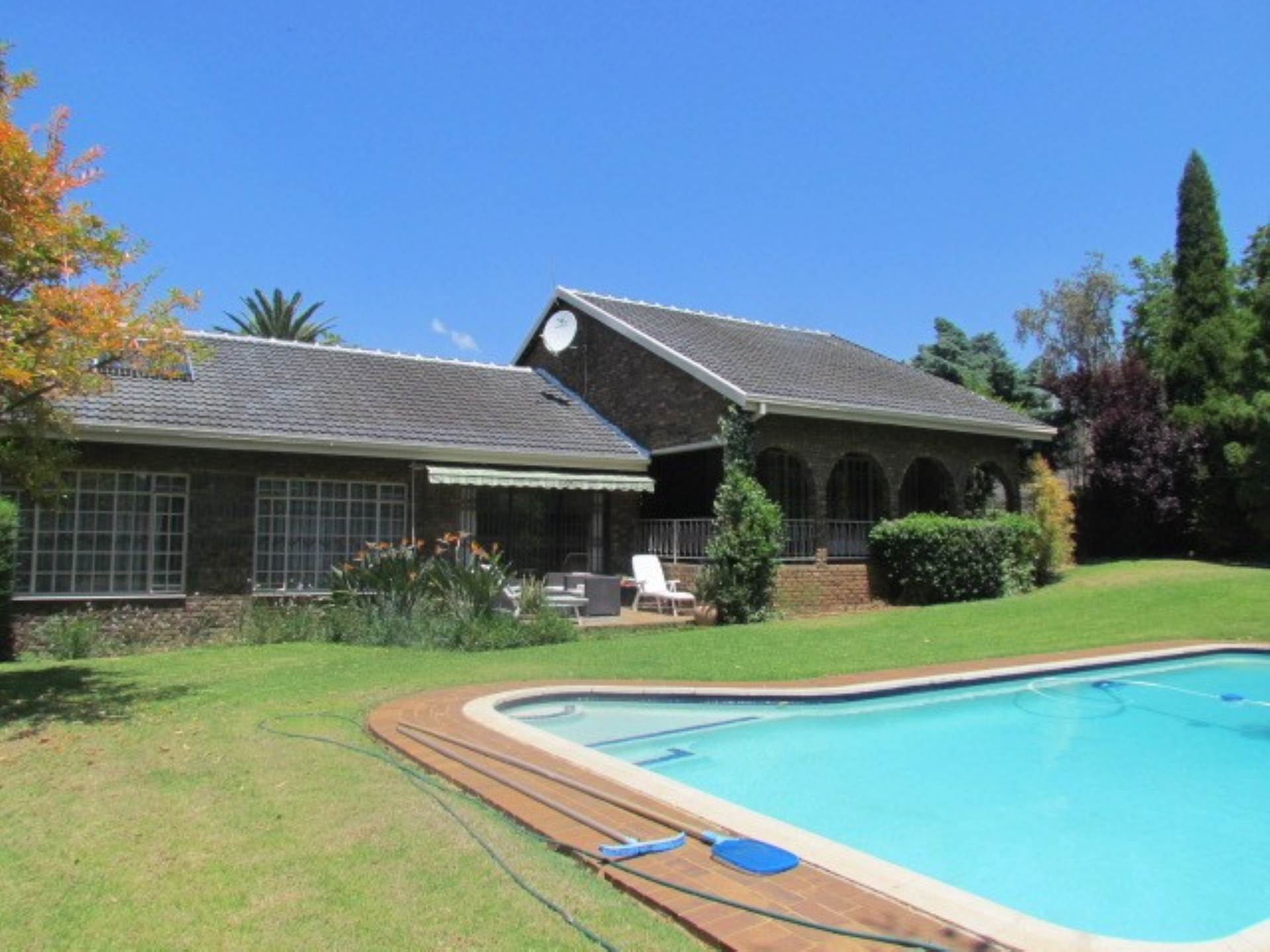 Property and Houses for sale in Erasmusrand, House, 4 Bedrooms - ZAR 2,600,000