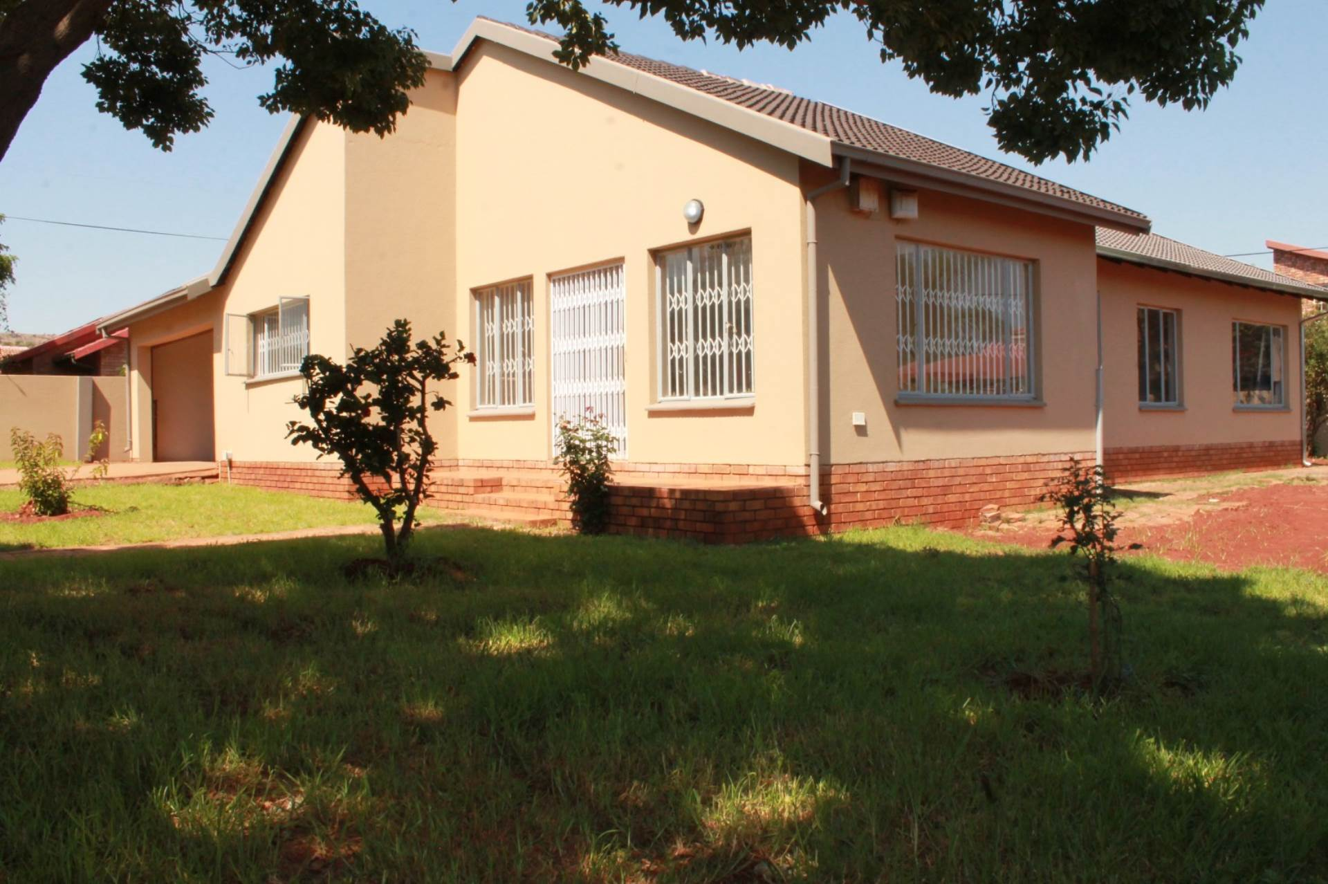 Property and Houses for sale in Chantelle, House, 4 Bedrooms - ZAR 1,250,000