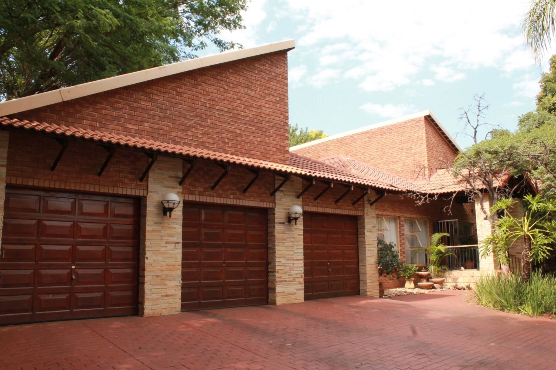 Property and Houses for sale in Ninapark, House, 5 Bedrooms - ZAR 2,680,000