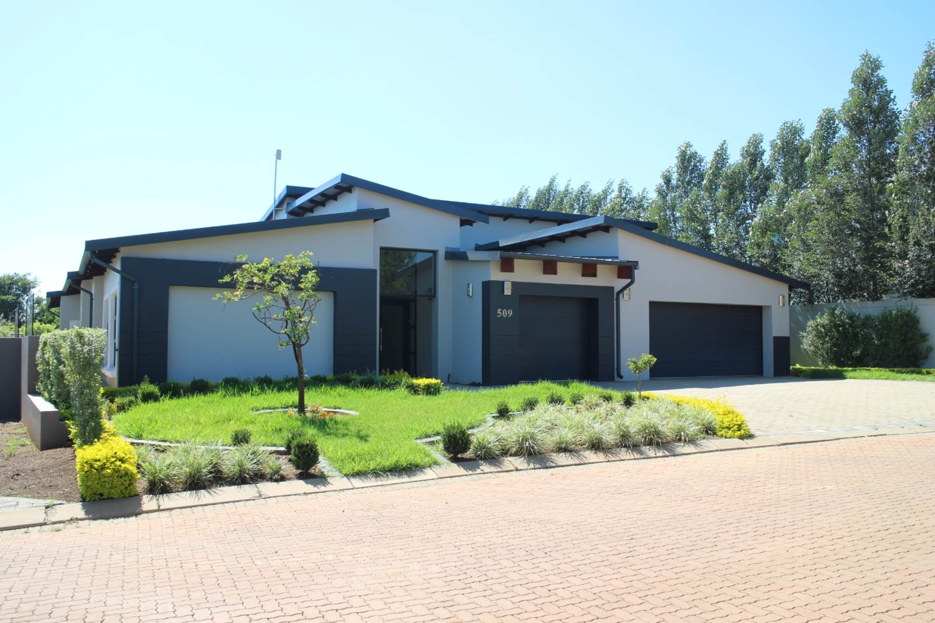 Property and Houses for sale in The Meadows, House, 4 Bedrooms - ZAR 3,500,000