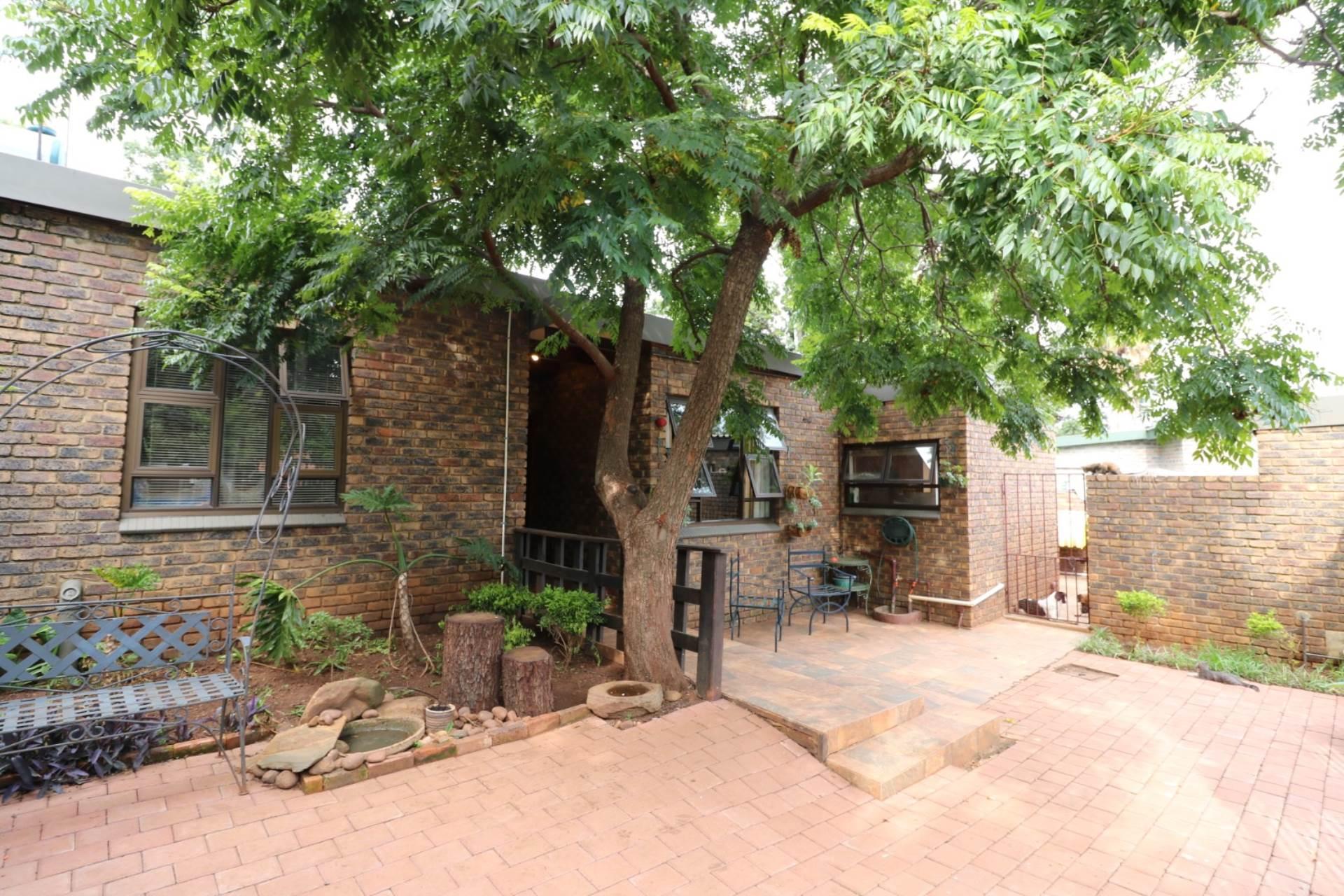 Pretoria, Garsfontein Property  | Houses For Sale Garsfontein, GARSFONTEIN, House 5 bedrooms property for sale Price:2,200,000