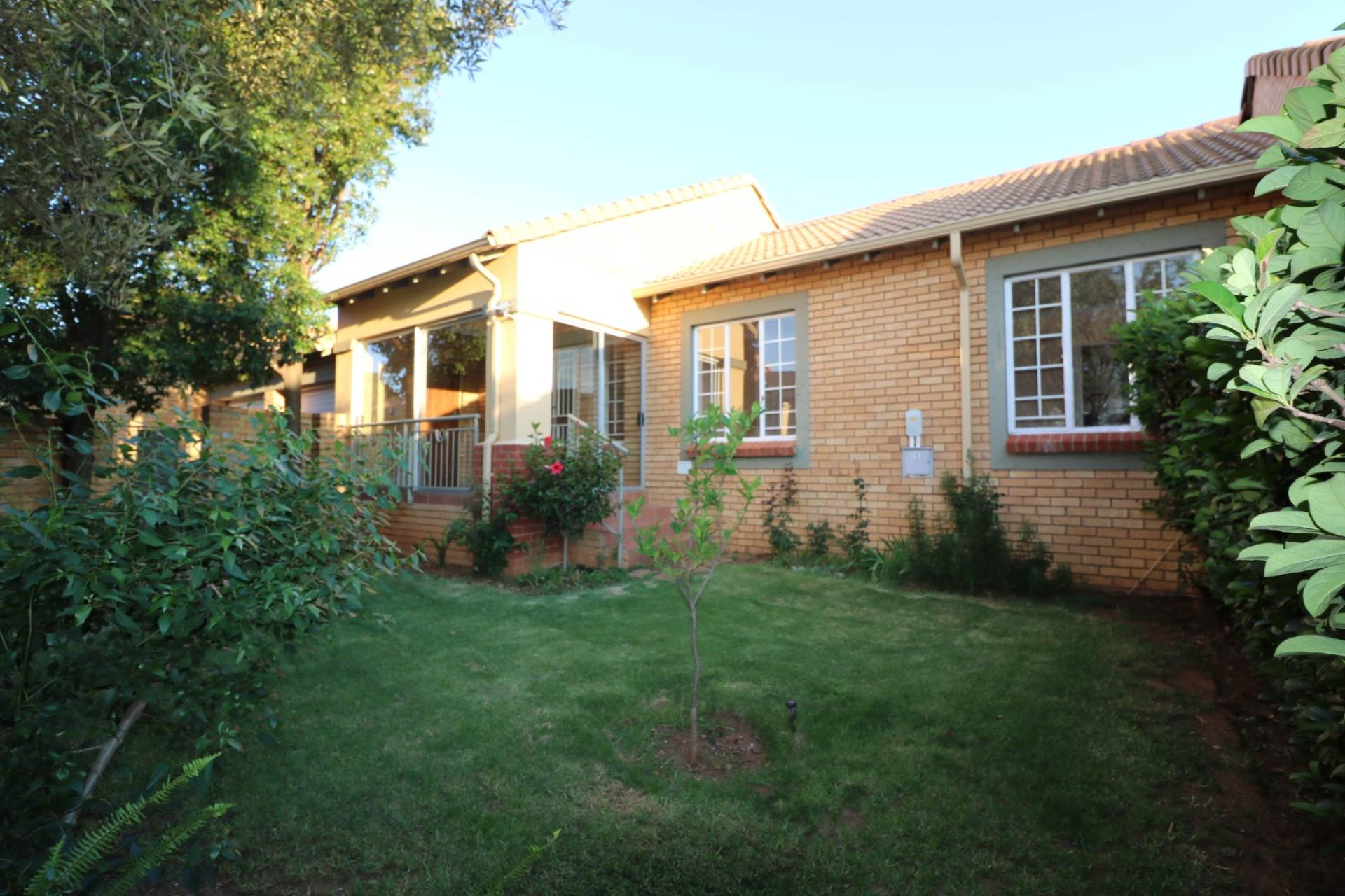 Property and Houses for sale in Mooikloof Ridge, Townhouse, 3 Bedrooms - ZAR 1,195,000