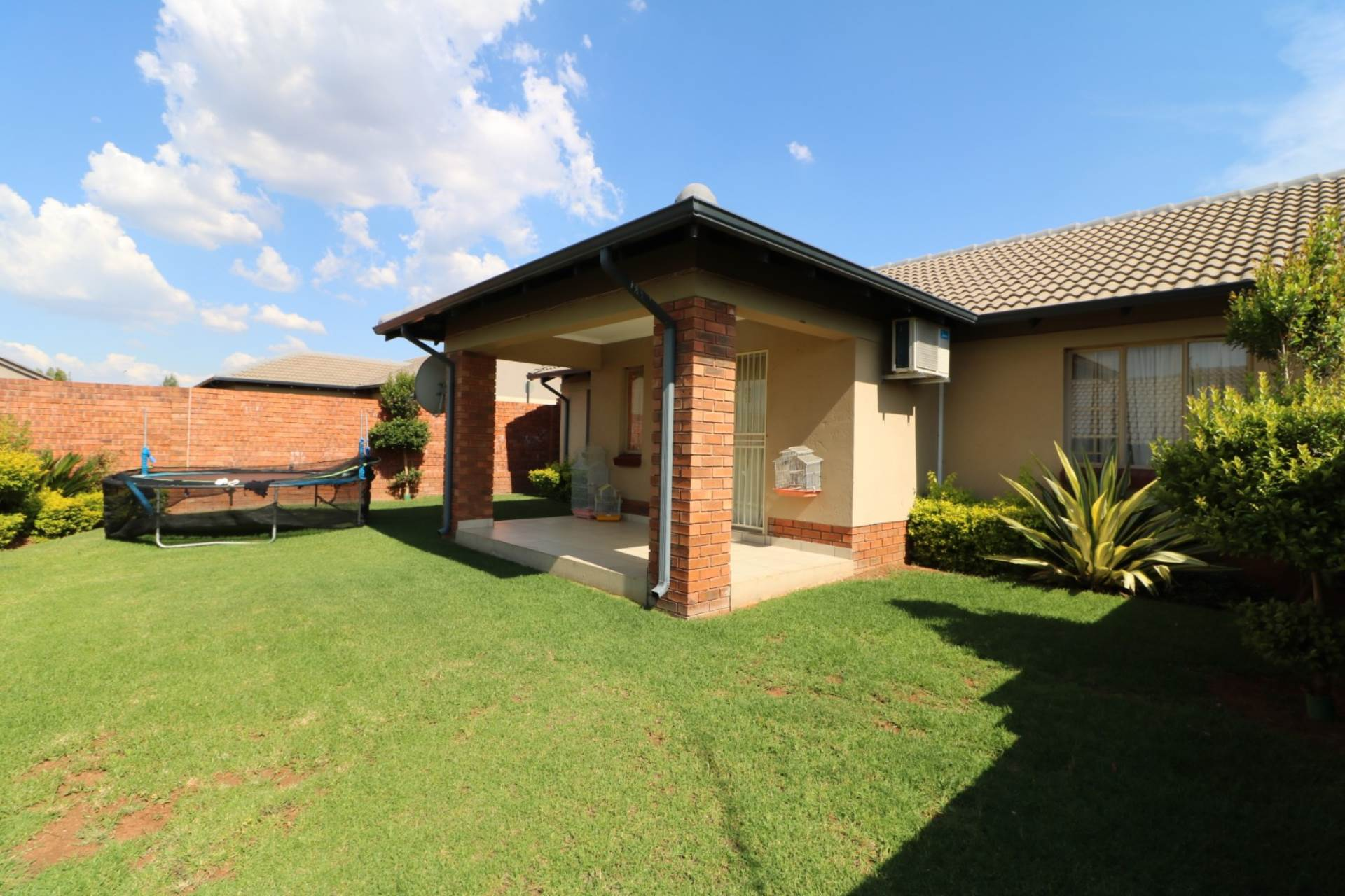 Property and Houses for sale in Mooikloof Ridge, Townhouse, 3 Bedrooms - ZAR 1,385,000