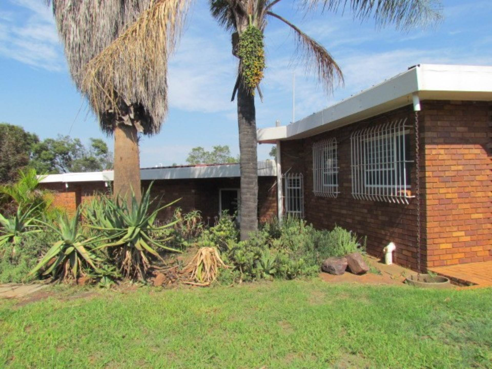 Property and Houses for sale in Erasmusrand, House, 5 Bedrooms - ZAR 2,310,000