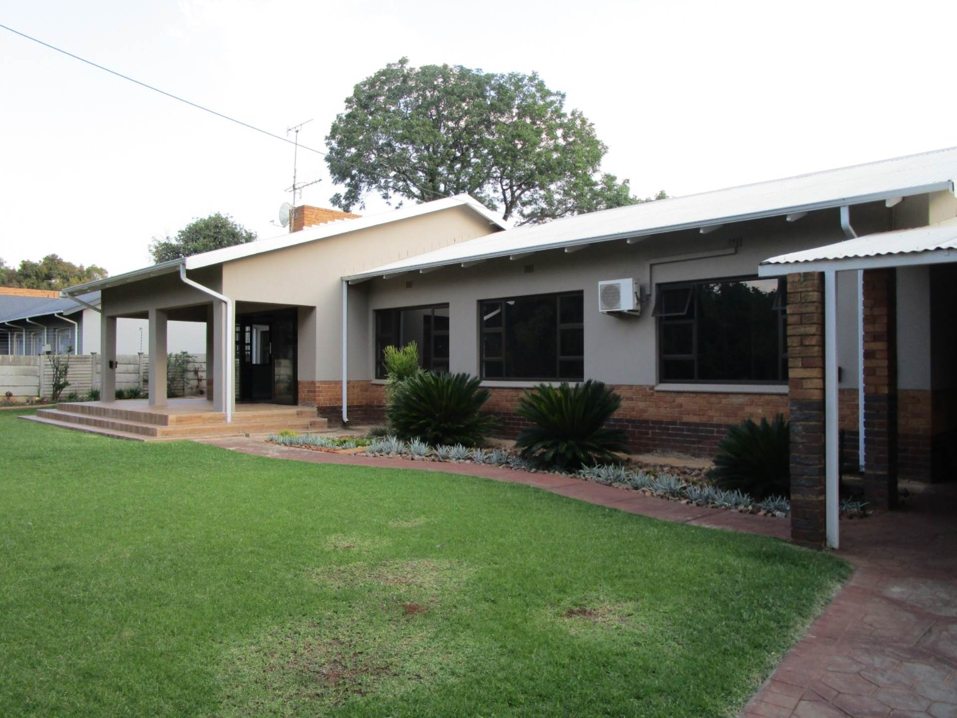 Property and Houses for sale in Meyerspark, House, 3 Bedrooms - ZAR 2,195,000