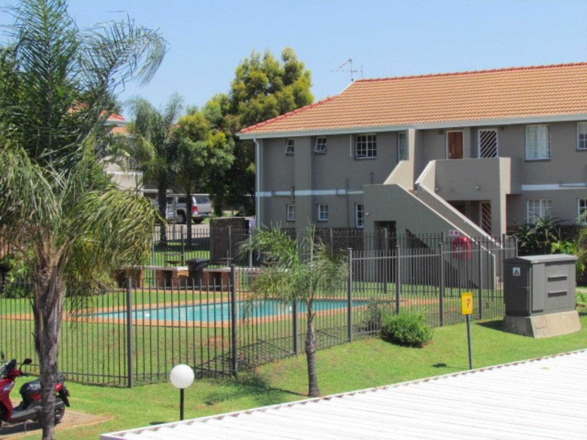 Property and Houses for sale in Elarduspark And Ext, Townhouse, 3 Bedrooms - ZAR 780,000
