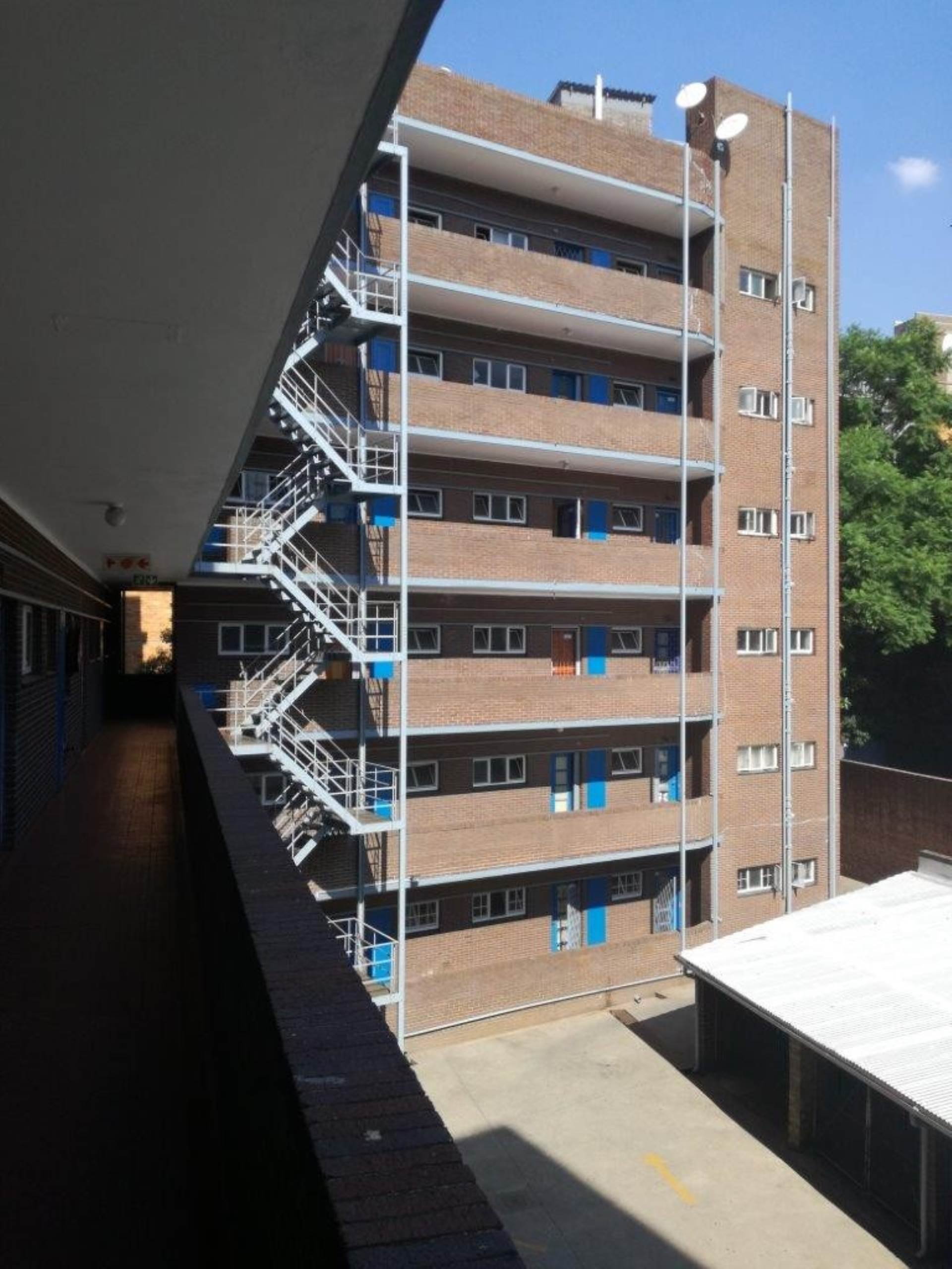 Property and Houses for sale in Pretoria Central, Flats, 1 Bedrooms - ZAR 320,000