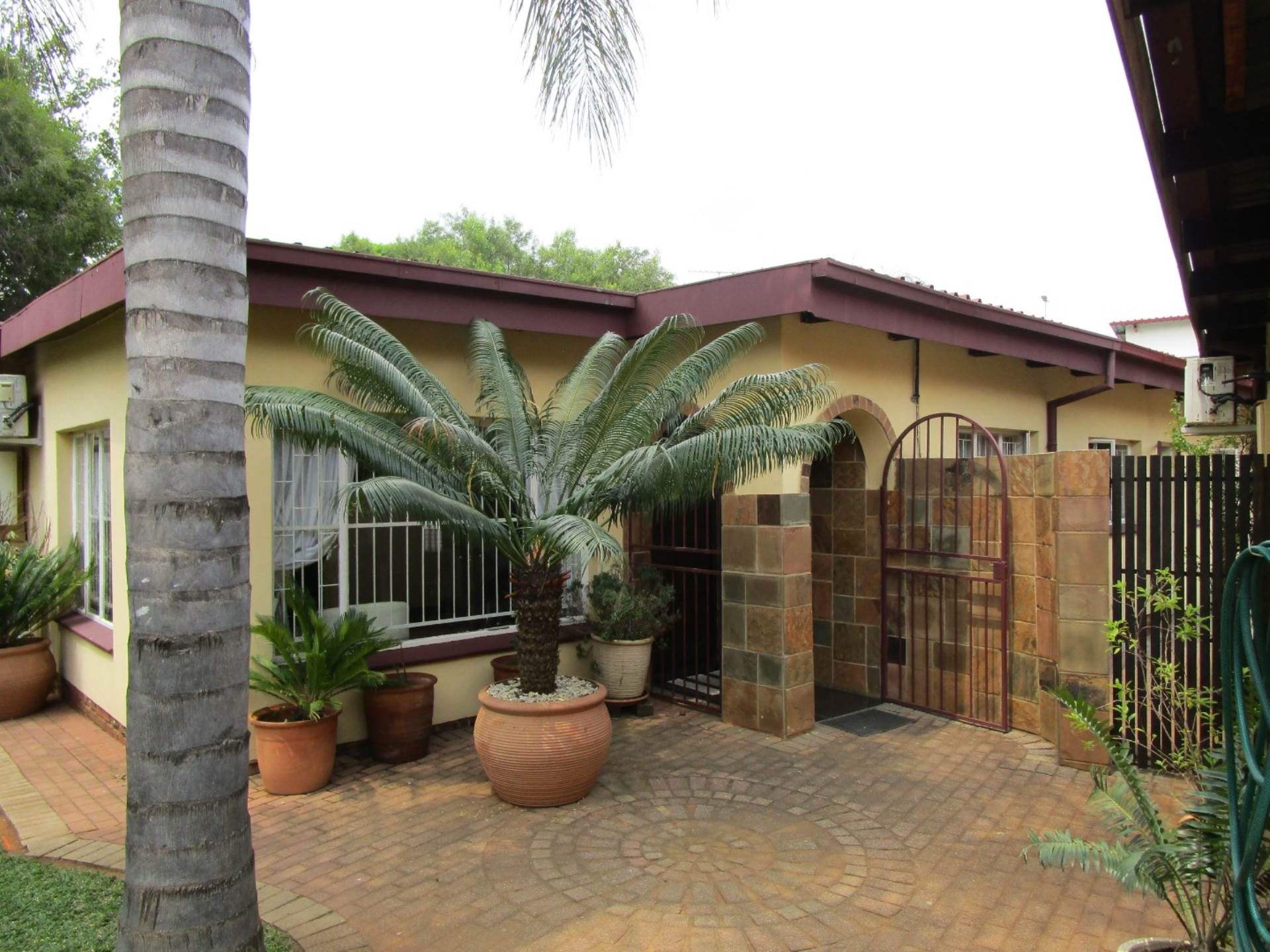 Property and Houses for sale in Meyerspark, House, 3 Bedrooms - ZAR 1,750,000