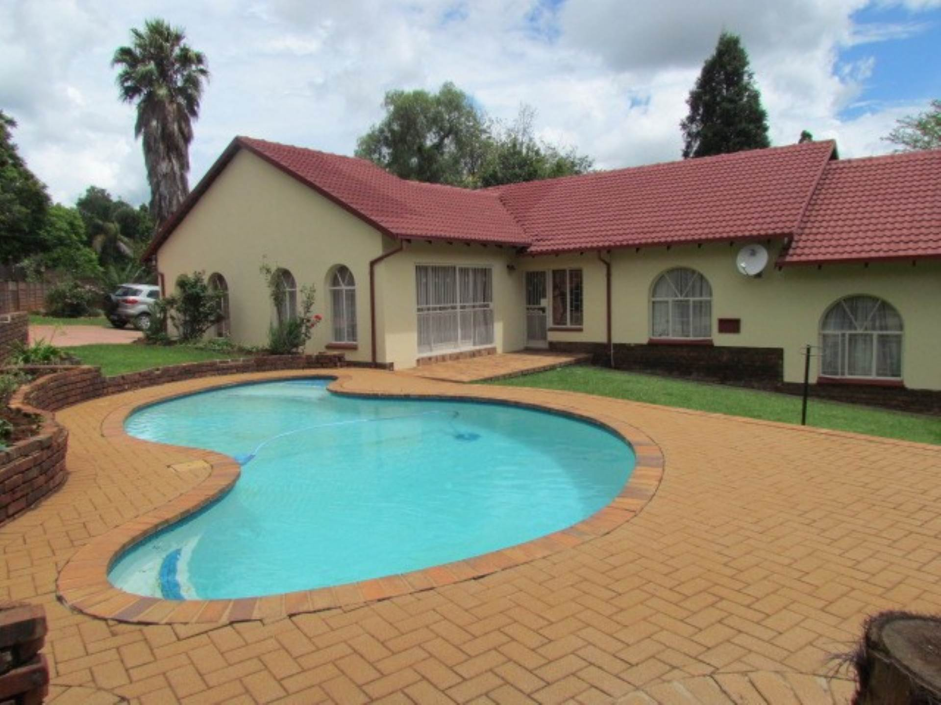 Property and Houses for sale in Elarduspark And Ext, House, 4 Bedrooms - ZAR 1,770,000