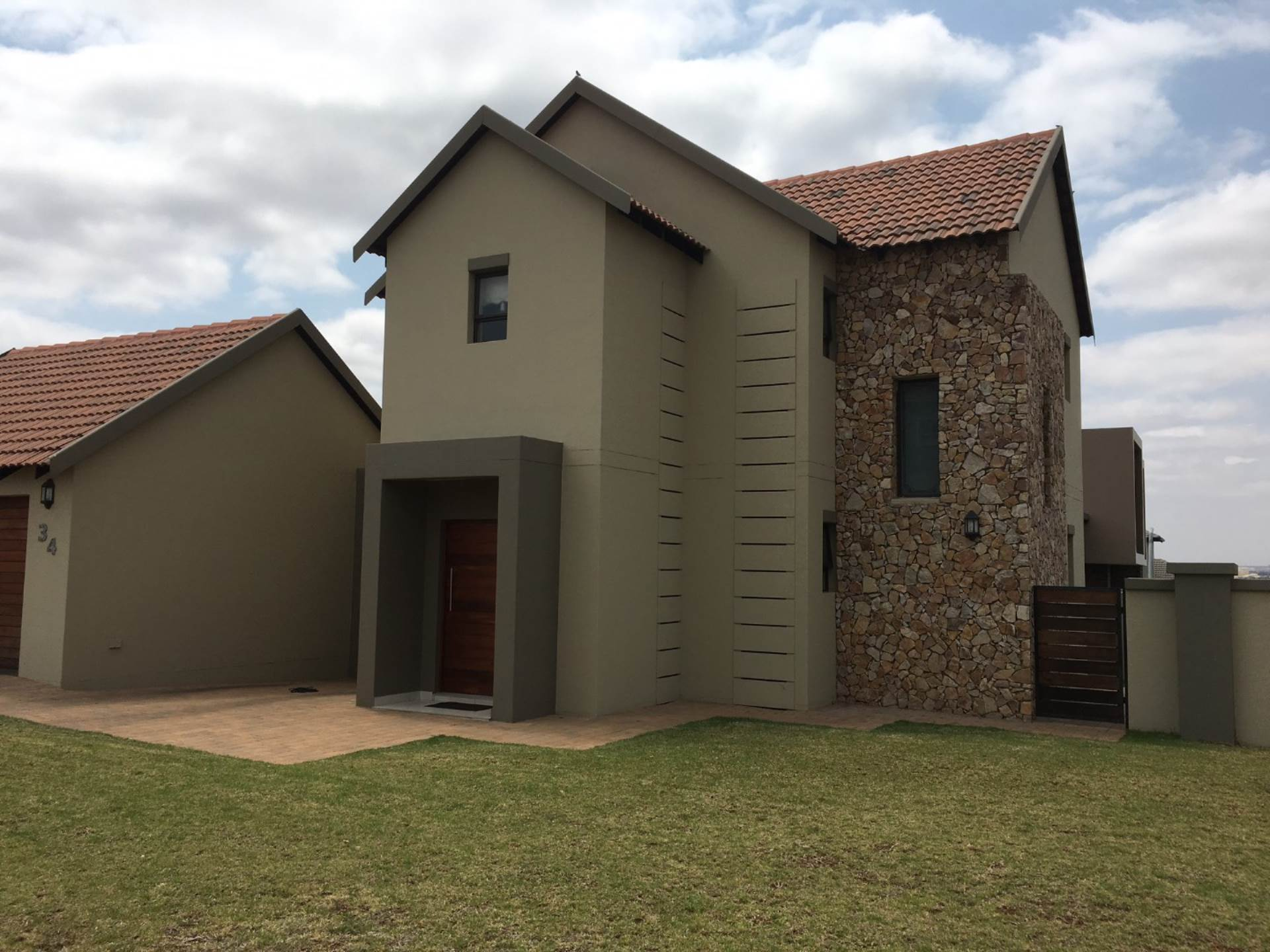 House For Sale in MIDLANDS ESTATE