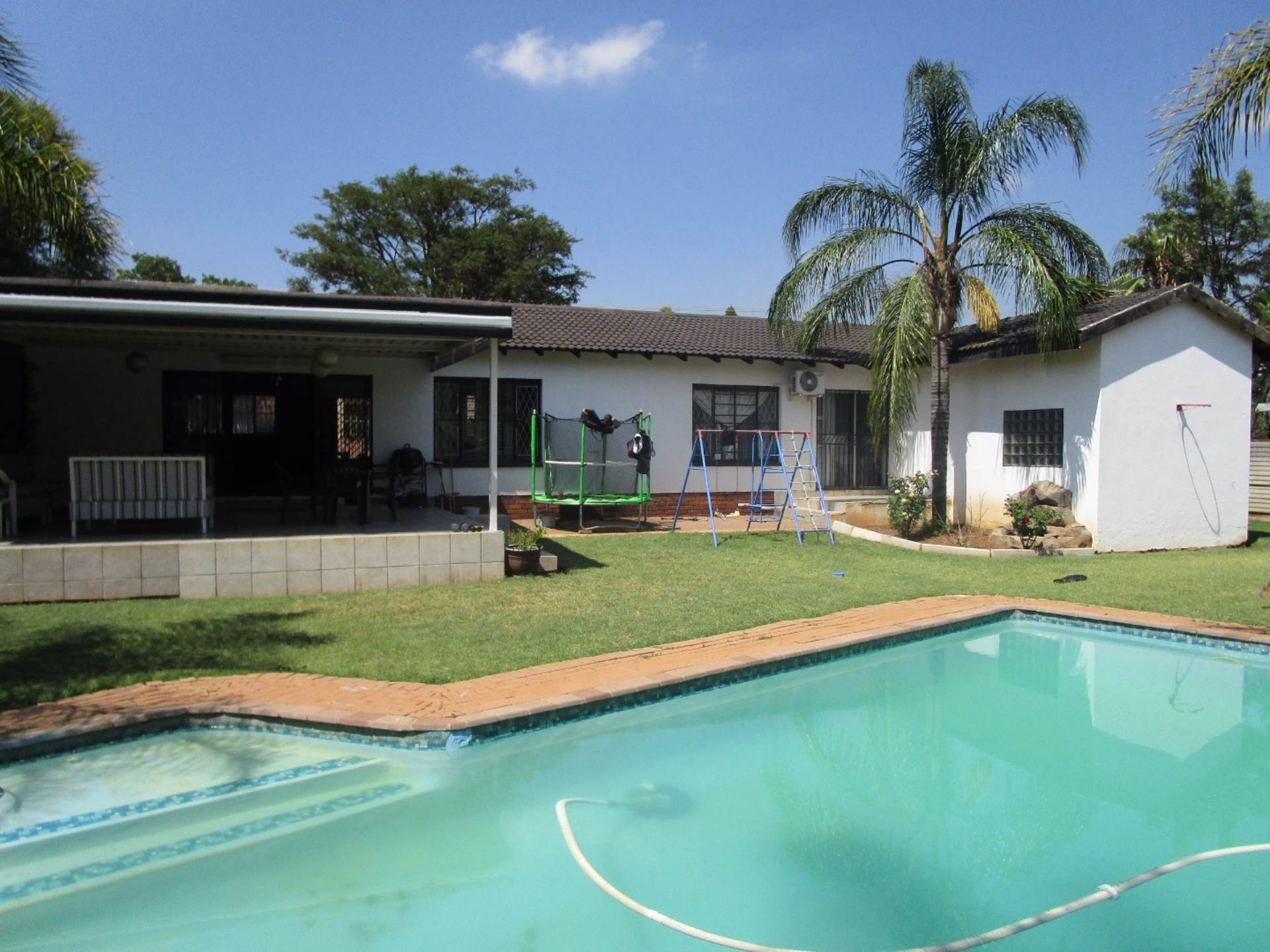 Property and Houses for sale in Meyerspark, House, 4 Bedrooms - ZAR 1,750,000
