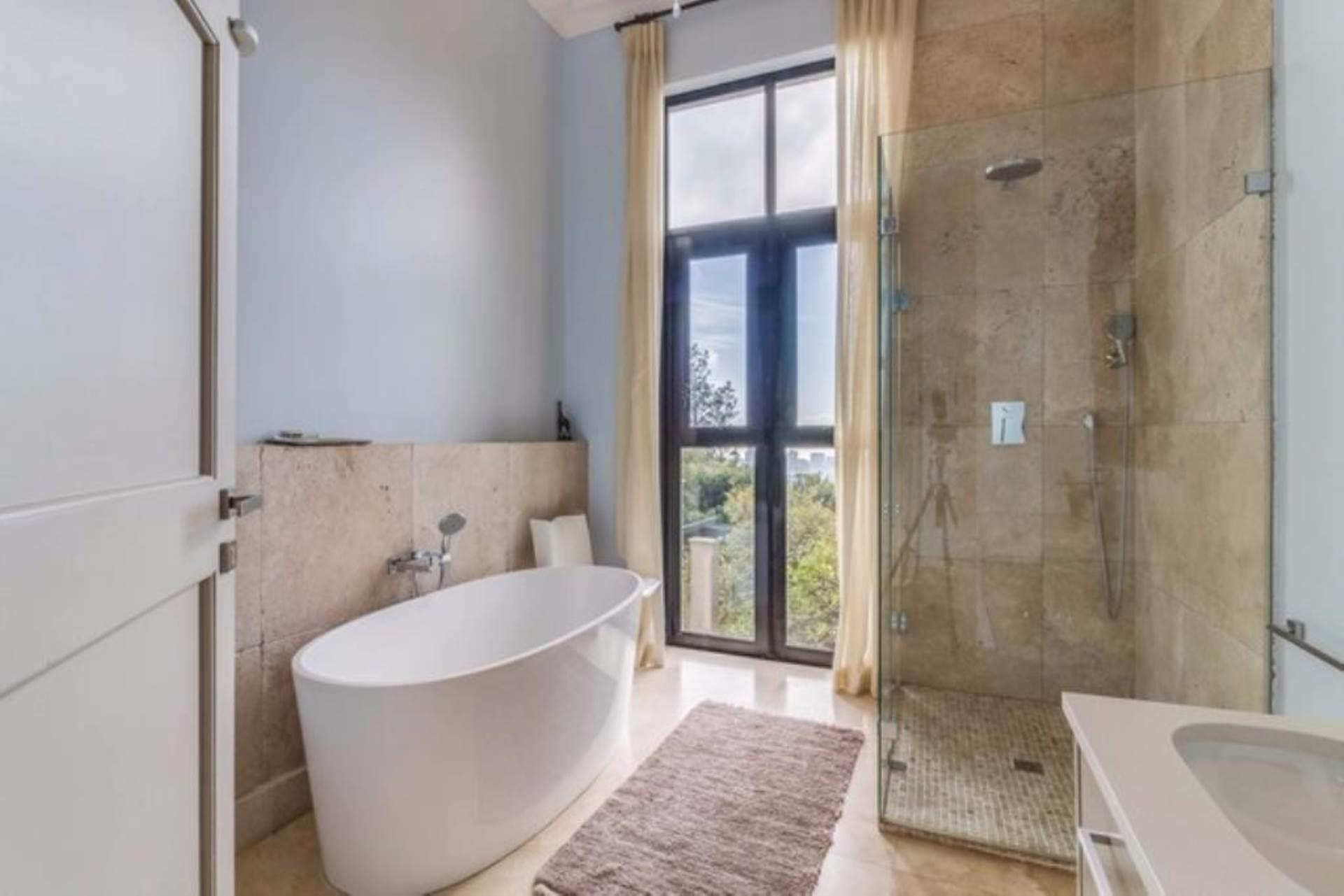 Oranjezicht property for sale. Ref No: 13475188. Picture no 29