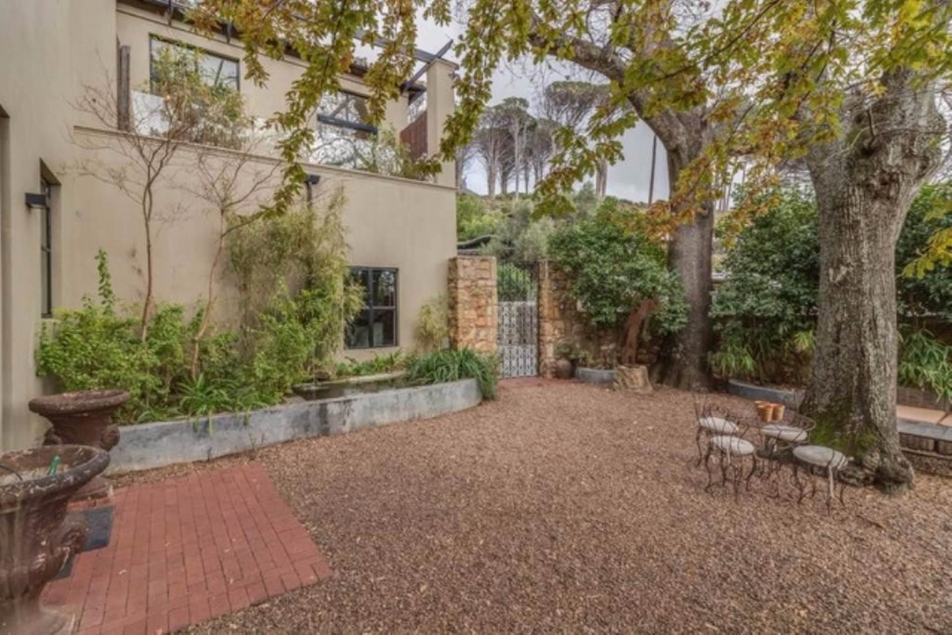 Oranjezicht property for sale. Ref No: 13475188. Picture no 35