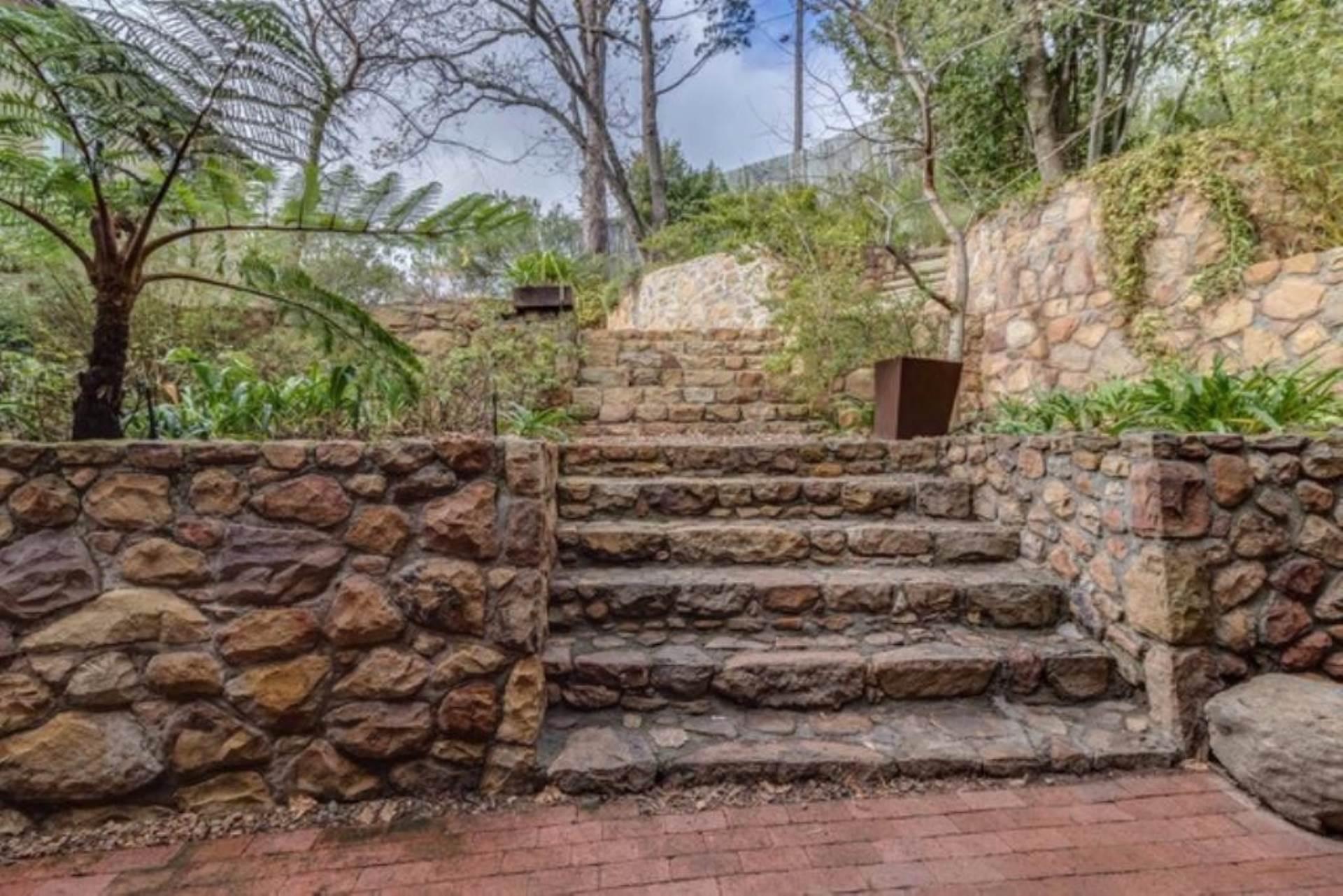 Oranjezicht property for sale. Ref No: 13475188. Picture no 38
