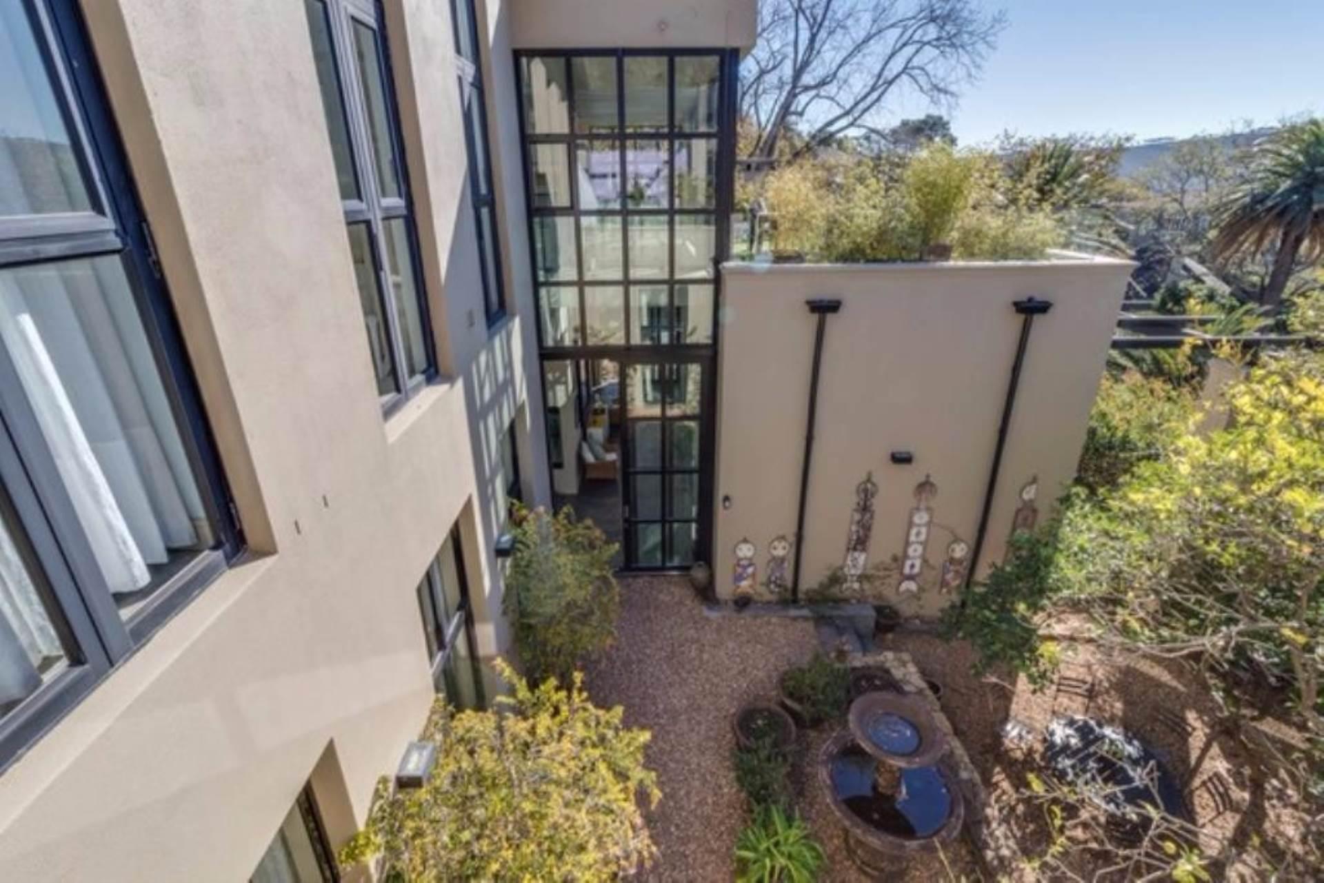 Oranjezicht property for sale. Ref No: 13475188. Picture no 33