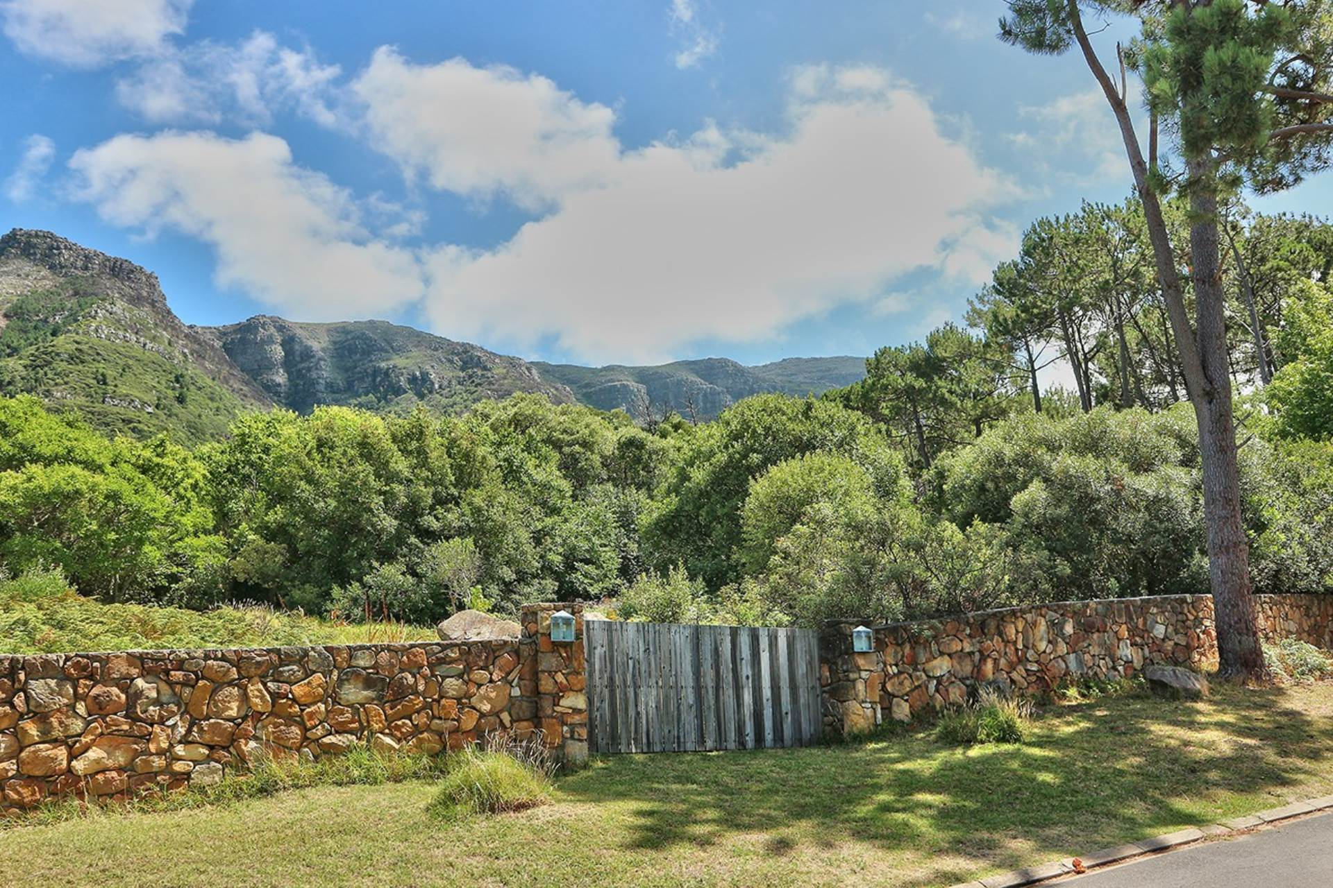 Hout Bay property to rent. Ref No: 13549182. Picture no 44