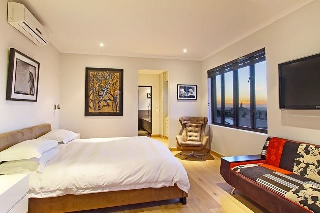 Camps Bay property to rent. Ref No: 13506840. Picture no 11