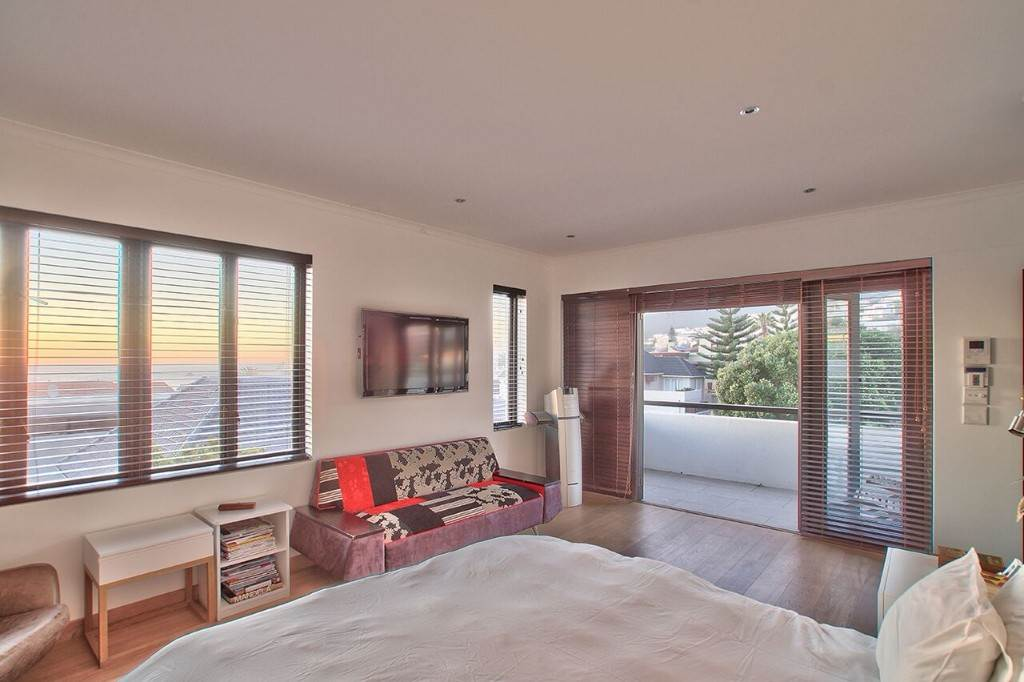 Camps Bay property to rent. Ref No: 13506840. Picture no 33