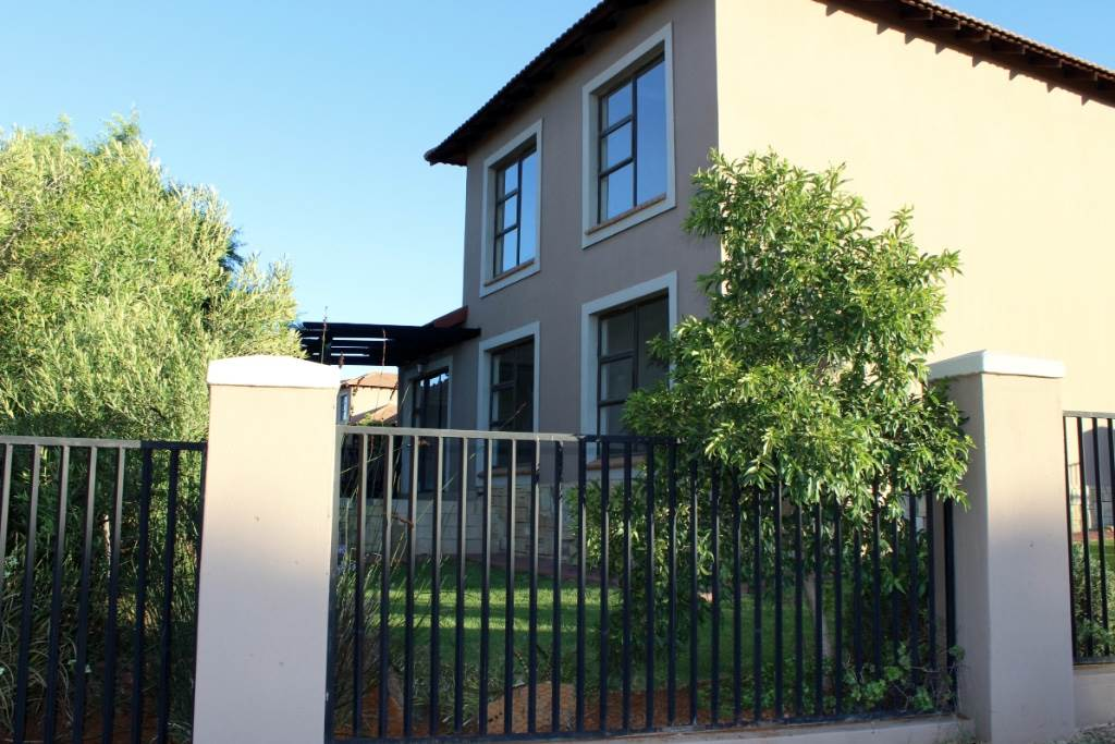 Bloemfontein, Woodland Hills Property  | Houses For Sale Woodland Hills, WOODLAND HILLS, Townhouse 3 bedrooms property for sale Price:1,750,000