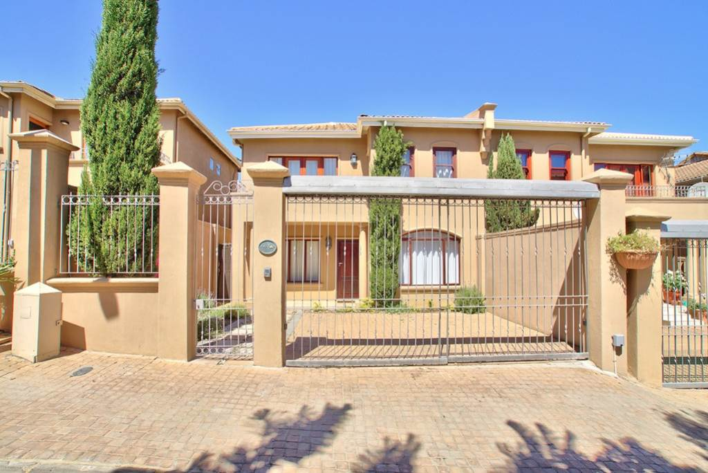 Fresnaye property to rent. Ref No: 13475558. Picture no 1
