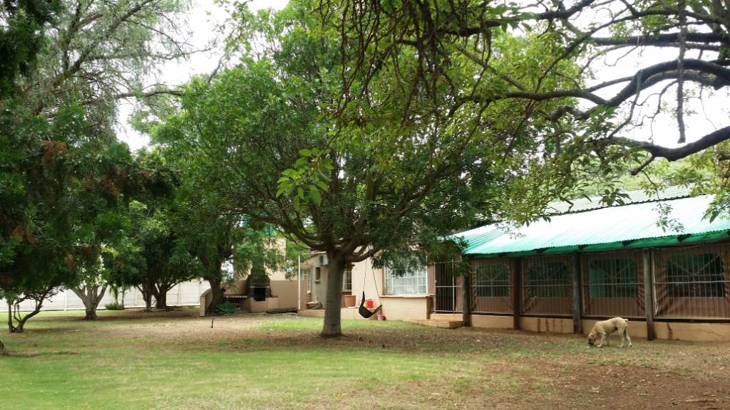 5 BedroomSmall Holding For Sale In Tweefontein