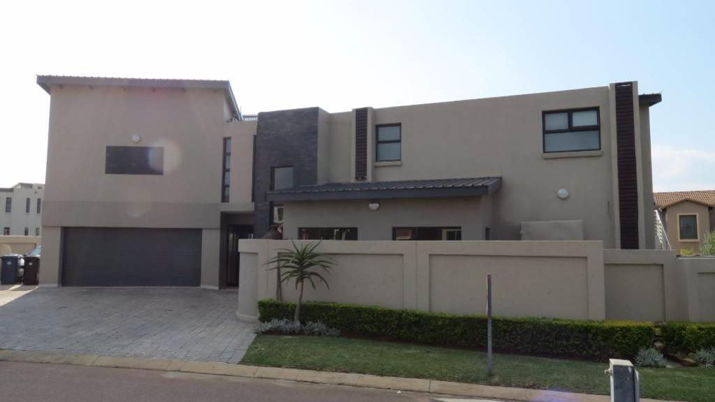 Newmark Estate property for sale. Ref No: 13534843. Picture no 27