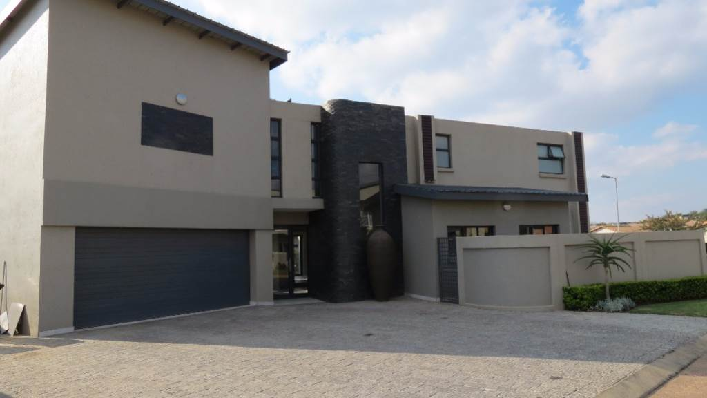 Newmark Estate property for sale. Ref No: 13534843. Picture no 2