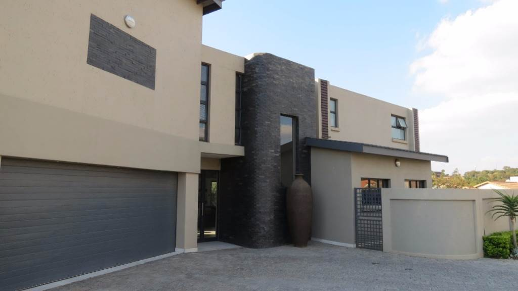 Newmark Estate property for sale. Ref No: 13534843. Picture no 25