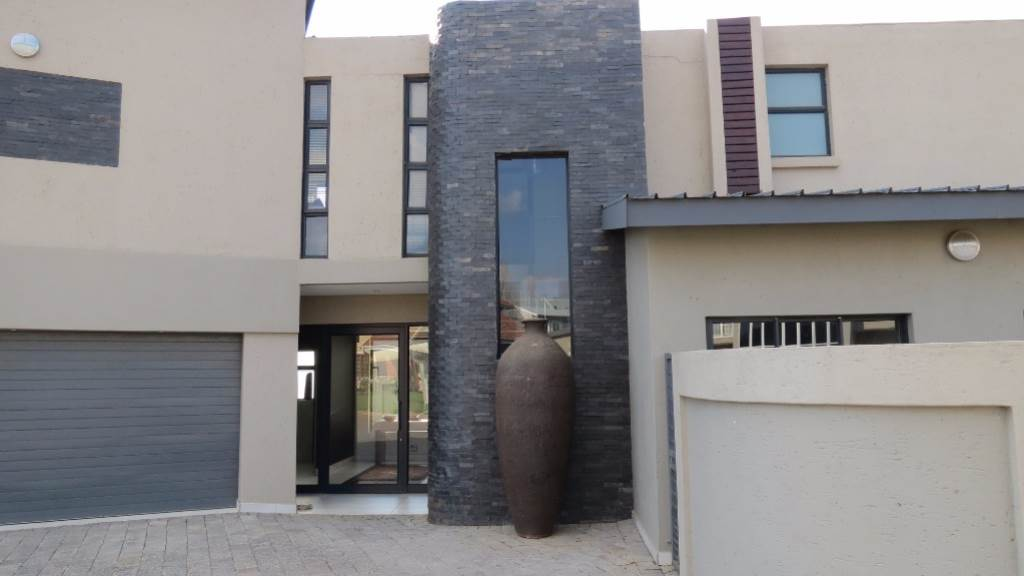 Pretoria, Newmark Estate Property  | Houses For Sale Newmark Estate, NEWMARK ESTATE, House 4 bedrooms property for sale Price:3,500,000