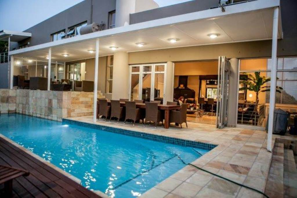 7 BedroomHouse For Sale In Bloubergstrand