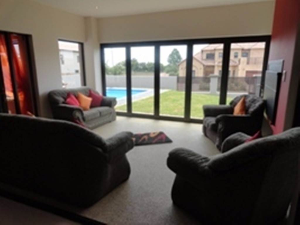 Willow Acres Estate property for sale. Ref No: 13534553. Picture no 8