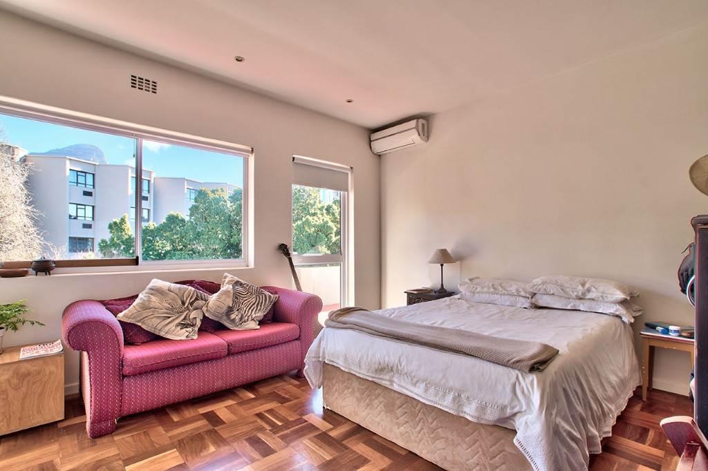 Oranjezicht property to rent. Ref No: 13586772. Picture no 2