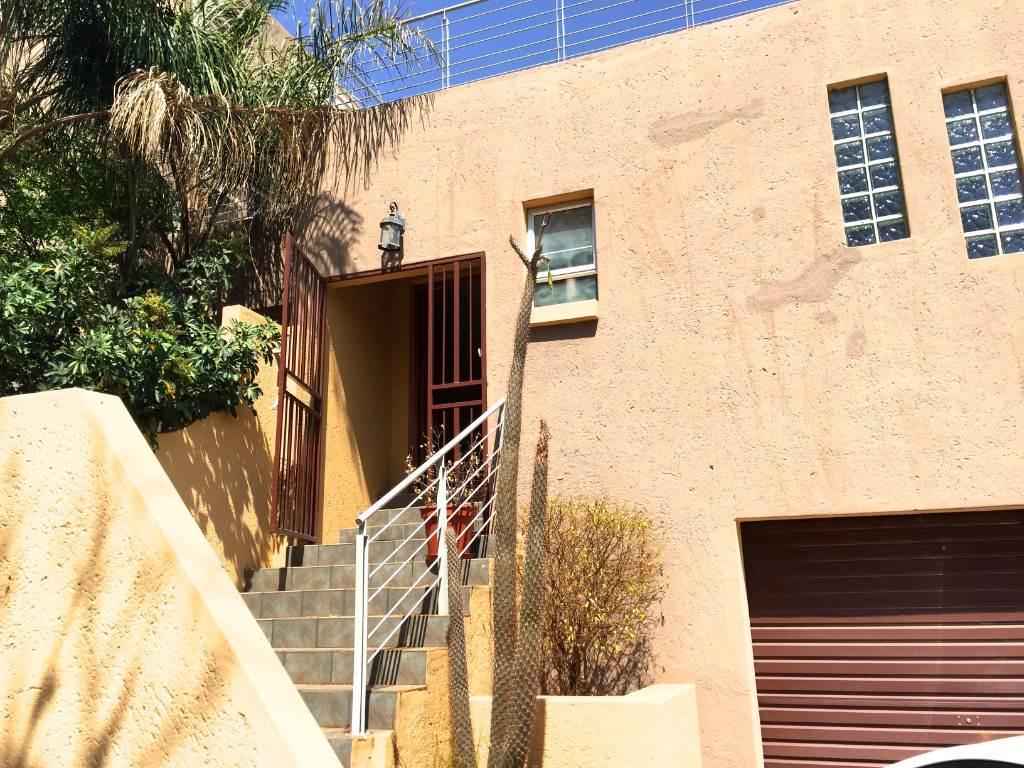 3 BedroomHouse To Rent In Meerhof