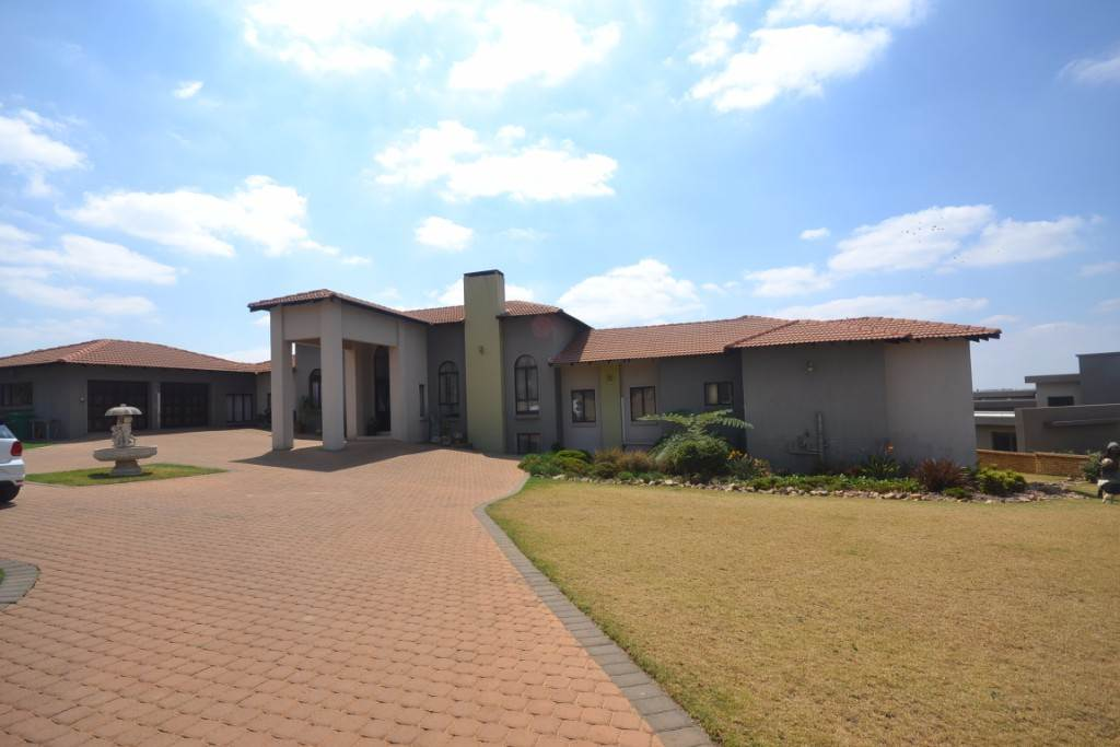 Mooikloof property for sale. Ref No: 13543784. Picture no 4