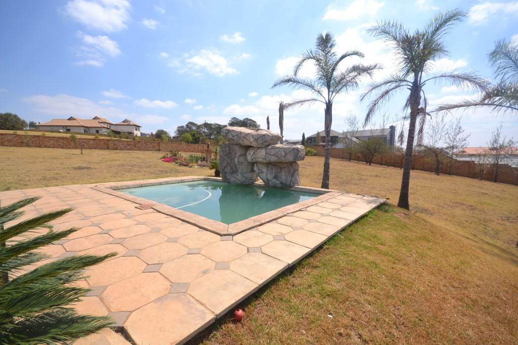 Mooikloof property for sale. Ref No: 13543784. Picture no 22