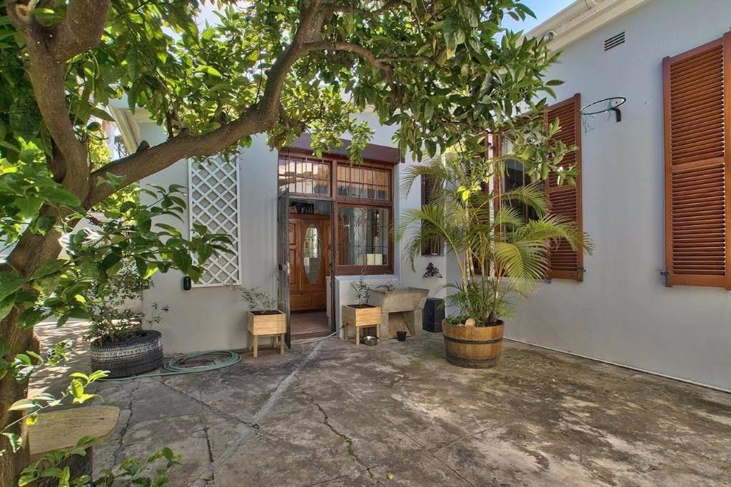 Oranjezicht property for sale. Ref No: 13541192. Picture no 10