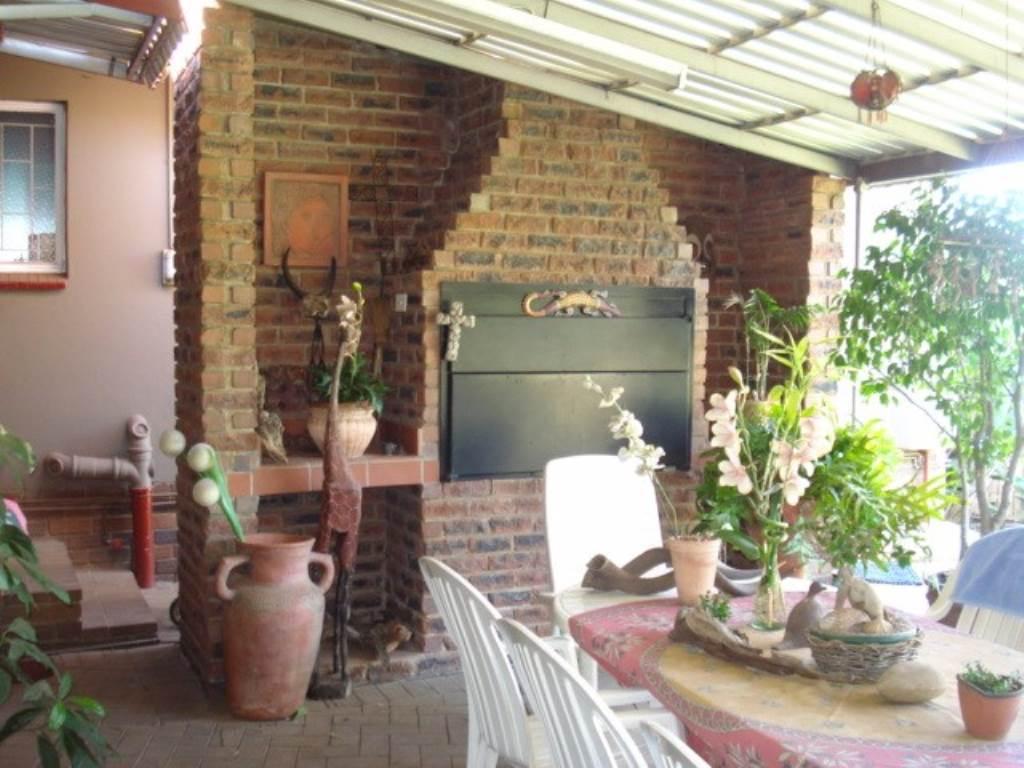 Erasmusrand property for sale. Ref No: 13534704. Picture no 25